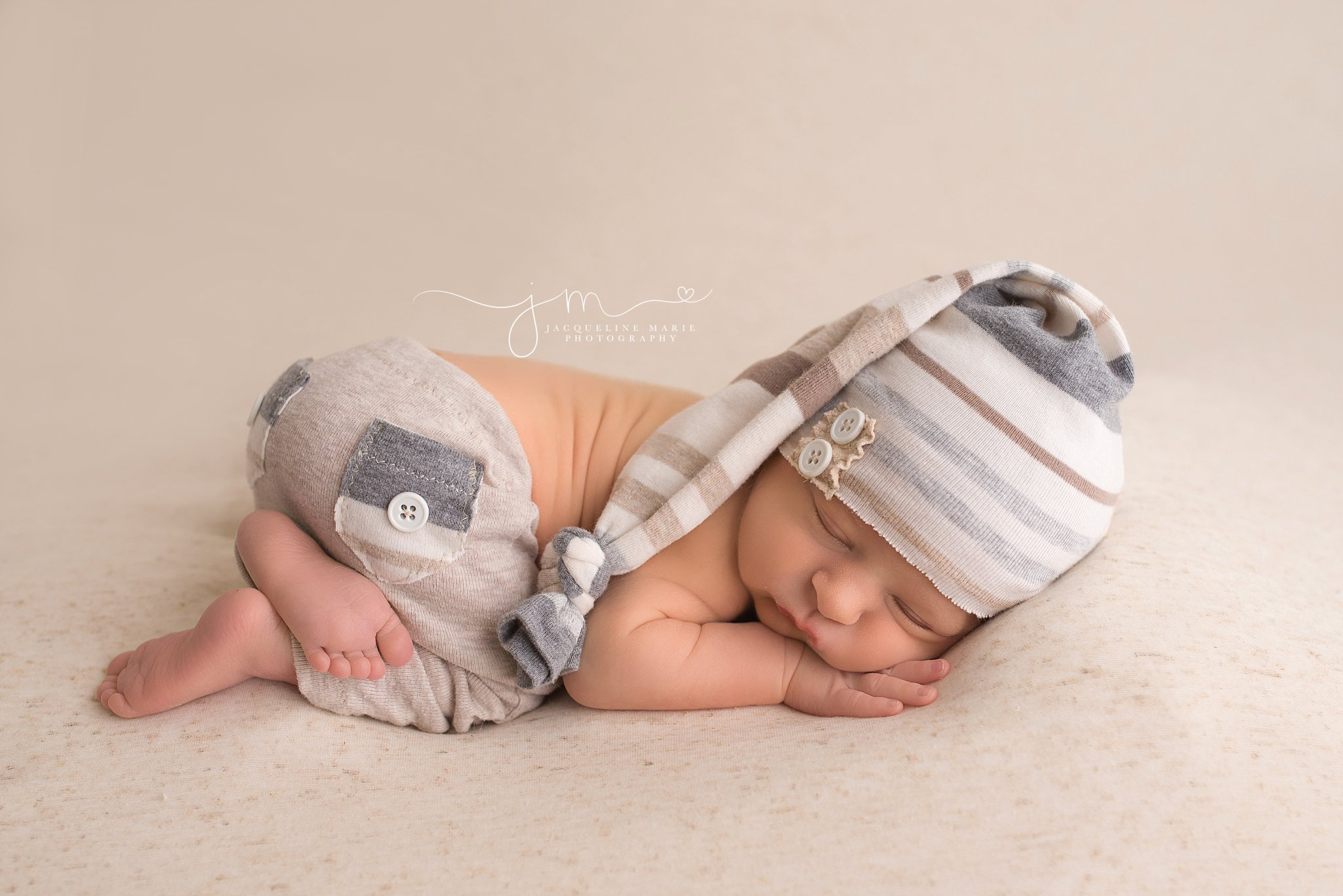 Columbus Ohio newborn photographer features portrait of sleeping baby boy with focus on toes and feet