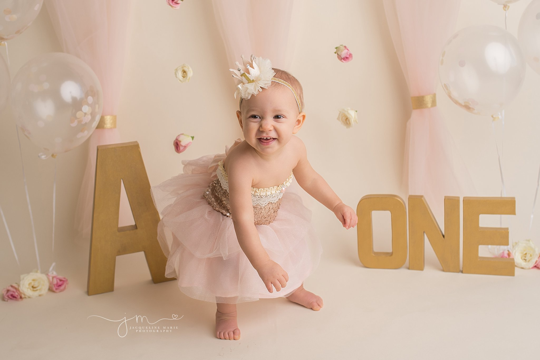 First birthday portraits, Columbus baby photographer, Columbus Ohio first birthday photographer, Cake smash photography, gold and pink first birthday, gold and pink cake smash