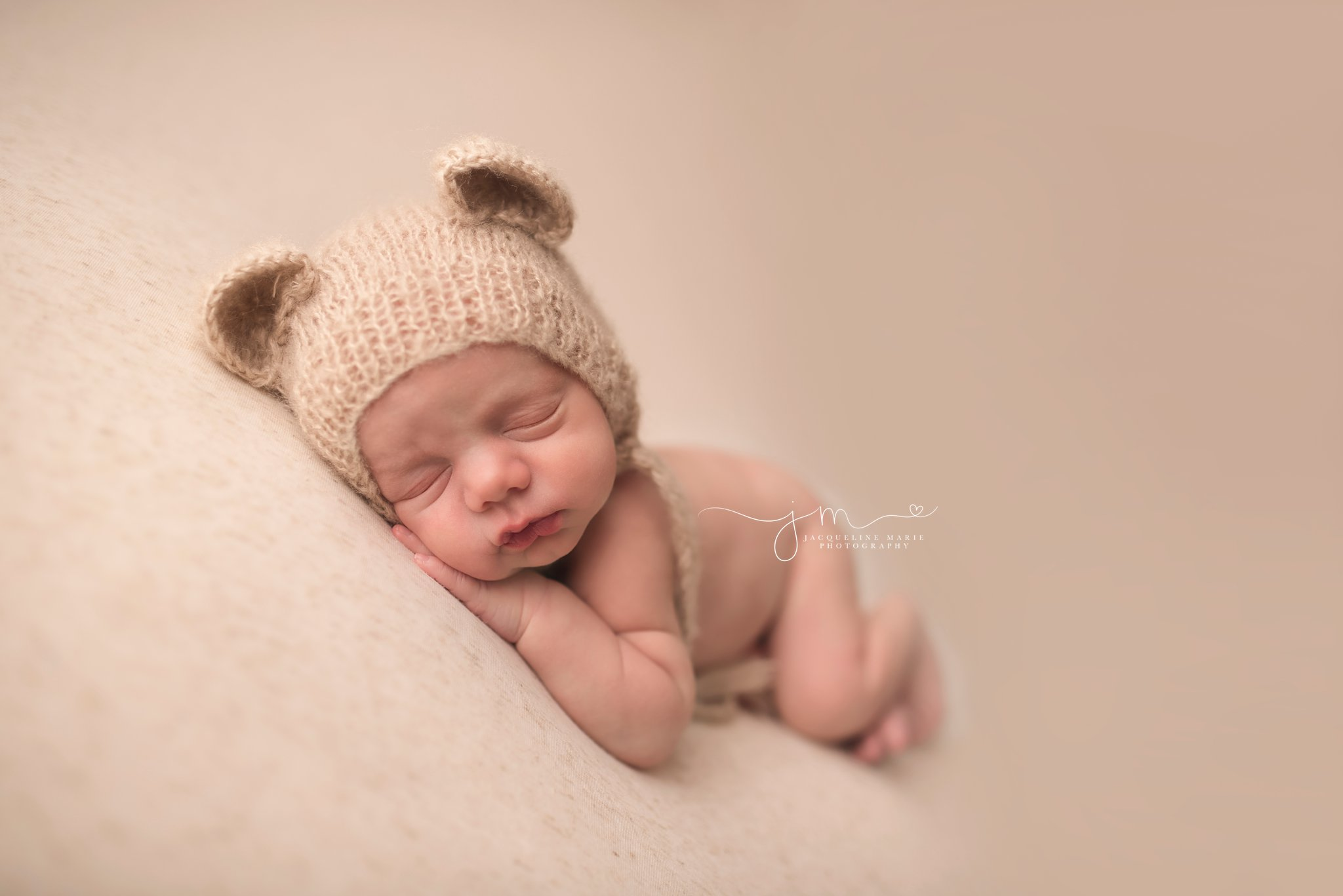 newborn baby picture features 11 day old baby wearing wearing tan teddy bear bonnet in columbus ohio