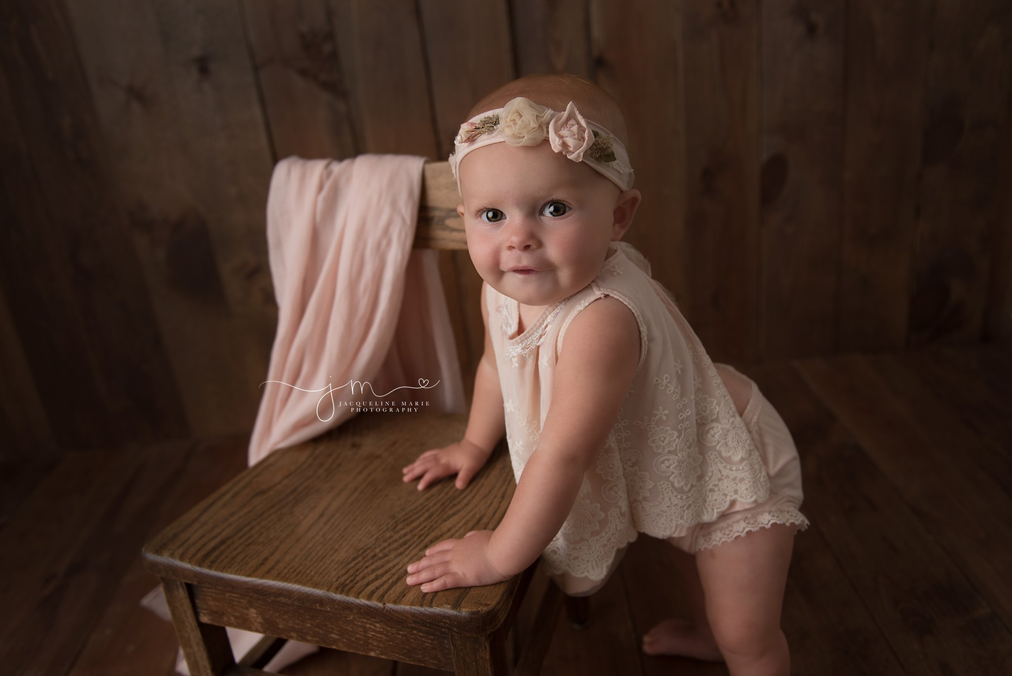 1 year old celebrates first birthday at jacqueline marie photography studio in columbus ohio