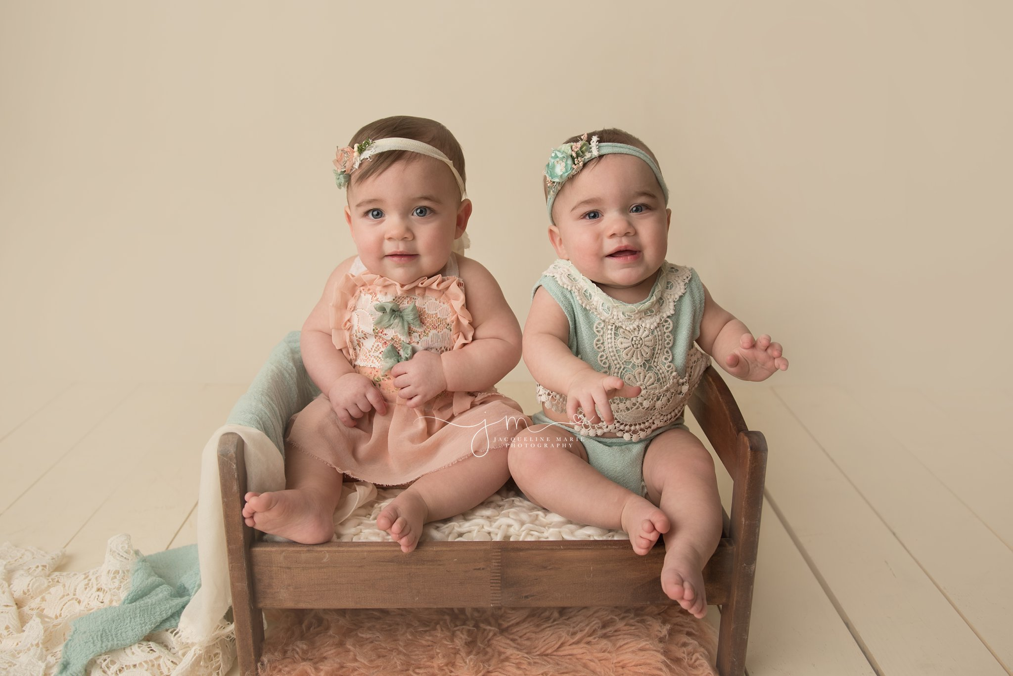 twin sisters wear peach and mint rompers for first birthday pictures in Columbus ohio
