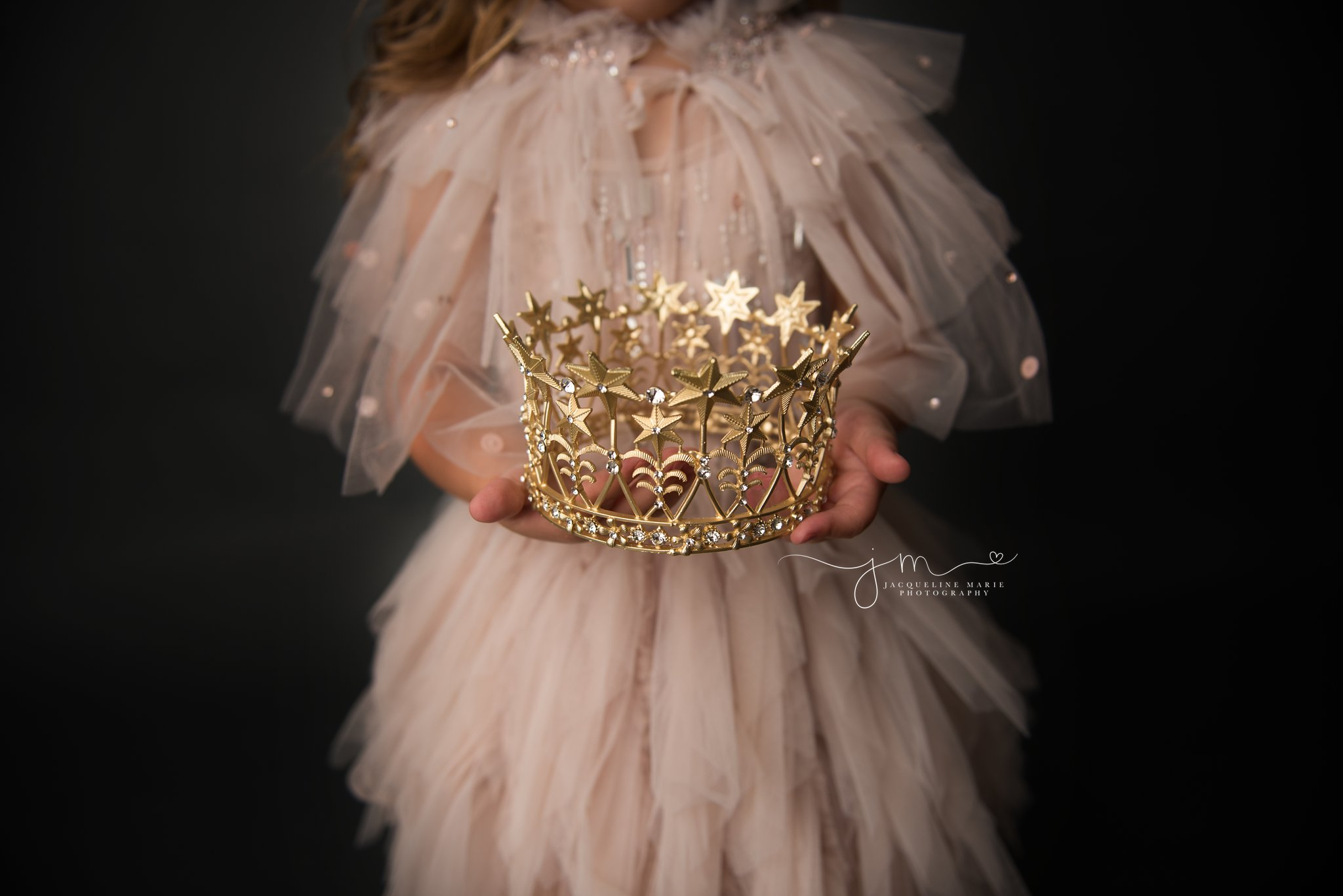 glitter photography session in columbus ohio with gold crown