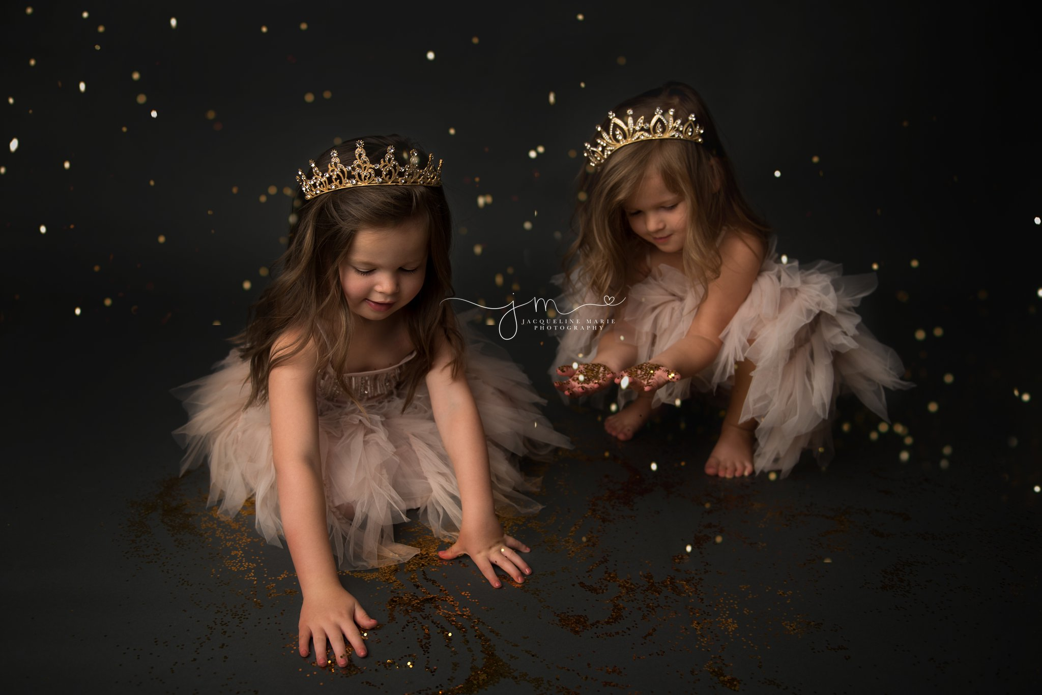 twin sisters play with gold glitter during glitter princess photo session in columbus ohio