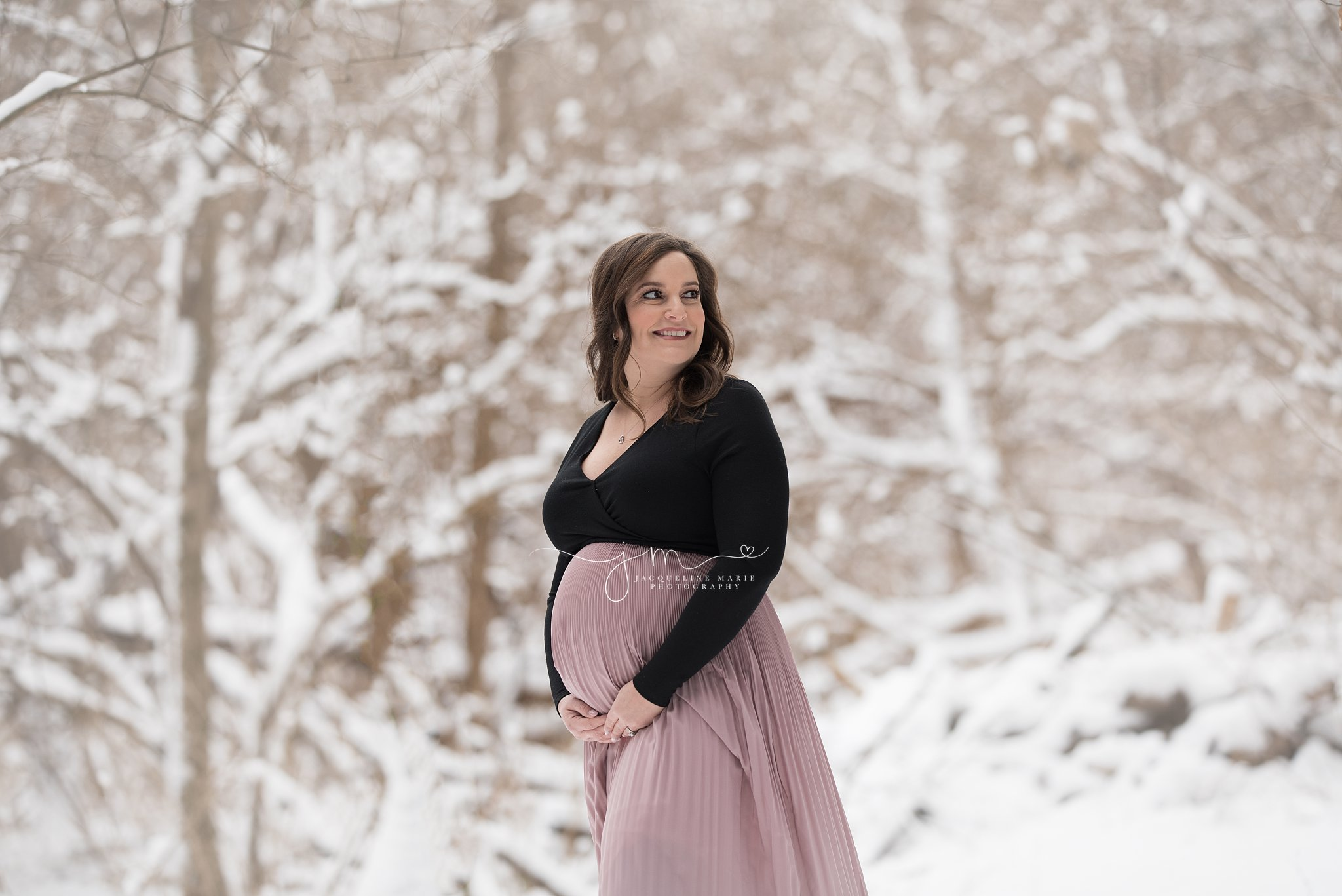 columbus ohio maternity photographer winter snowy session