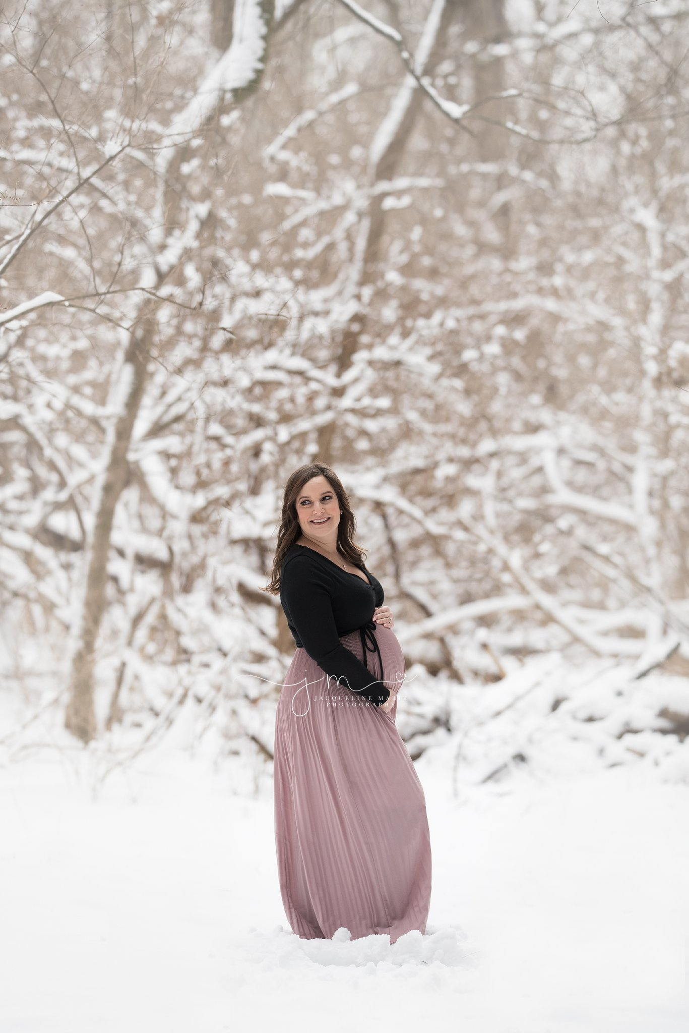 pregnancy and maternity pictures in the snow in columbus ohio