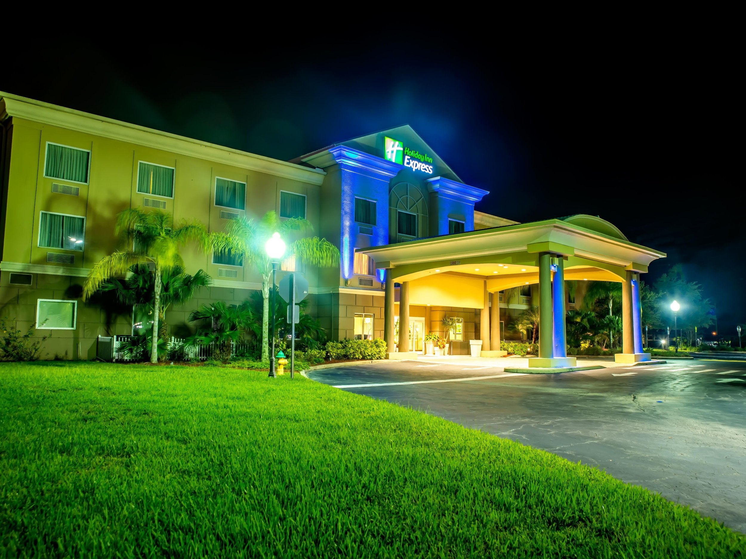 holiday-inn-express-and-suites-cocoa-4169353596-4x3.jpeg