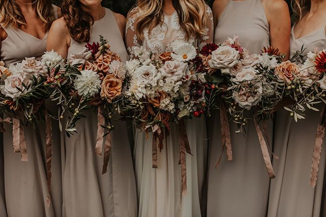 babes and flowers for miles. ⠀⠀⠀⠀⠀⠀⠀⠀⠀ ⠀⠀⠀⠀⠀⠀⠀⠀⠀ Styling and Planning @alwaysyoursevents⠀⠀⠀⠀⠀⠀⠀⠀⠀ Florals @nectarandroot ⠀⠀⠀⠀⠀⠀⠀⠀⠀ Stationery @liwardian ⠀⠀⠀⠀⠀⠀⠀⠀⠀ Linens @latavolalinen ⠀⠀⠀⠀⠀⠀⠀⠀⠀ Photography @autumnnicole_ ⠀⠀⠀⠀⠀⠀⠀⠀⠀ Filmography @happycamperfilms⠀⠀⠀⠀⠀⠀⠀⠀⠀ .⠀⠀⠀⠀⠀⠀⠀⠀⠀ .⠀⠀⠀⠀⠀⠀⠀⠀⠀ .⠀⠀⠀⠀⠀⠀⠀⠀⠀ .⠀⠀⠀⠀⠀⠀⠀⠀⠀ .⠀⠀⠀⠀⠀⠀⠀⠀⠀ #solovely #dscolor #acolorstory #pursuepretty #livecolorfully #holdyourmoments #aquietstyle #softcolors #momentsofmine #darlingscapes #chasinglight #agameoftones #livefolk #momentsovermountains #flashesofdelight #thatsdarling #still_life_gallery #northeastcollective #autumnflowers #summerflowers #bouquetinspiration #cascadebouquet #floralinstallationn #bouquet