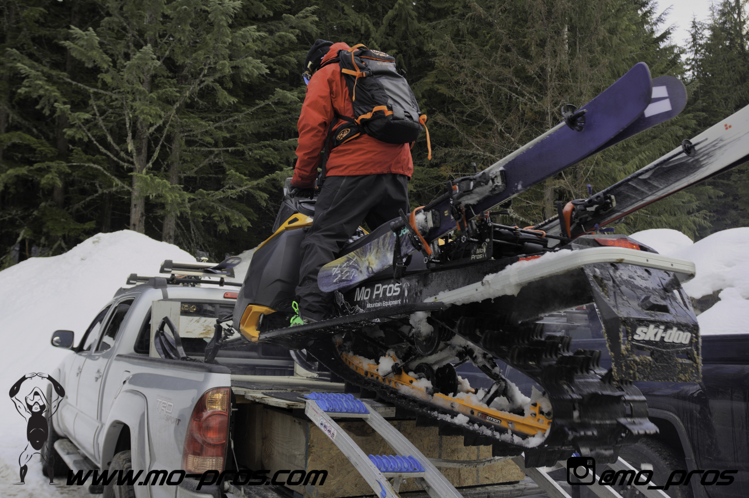 105_Ski_Snowbike_Timbersled Rack_Tsaina Rack_CFR rack_Cheetah Factory Racing_gas Rack_Gear_Gun Rack_LinQ Snowboard Ski_Snowboard rack_snowboard_Snowboarding_snowmobile bag_Snowmobile_timbersled bag_T.jpg