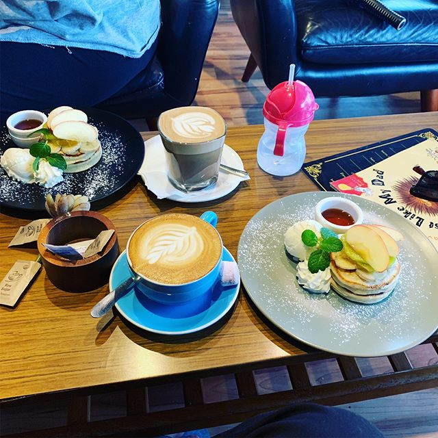 The team at @manicespresso are super wonderful, and the food is pretty good. The 'pancakes to share' comes out split on two plates. Even if for no other reason you should visit. But the other menu options are also delicious. #perthfood #perthisok #underrated #comofomo