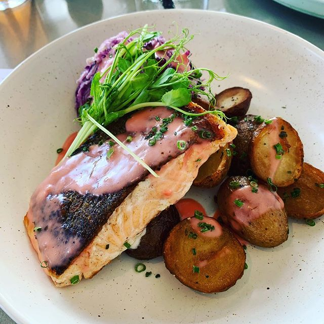 I've never had a bad time at the Bather's Beach Restaurant. Delicious fish for lunch. Stupidly forgot to take a photo of the water. Next time! #freoisok #fishdish