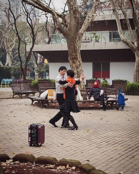 Ballroom dancing in the park.Image via  @jungletimer