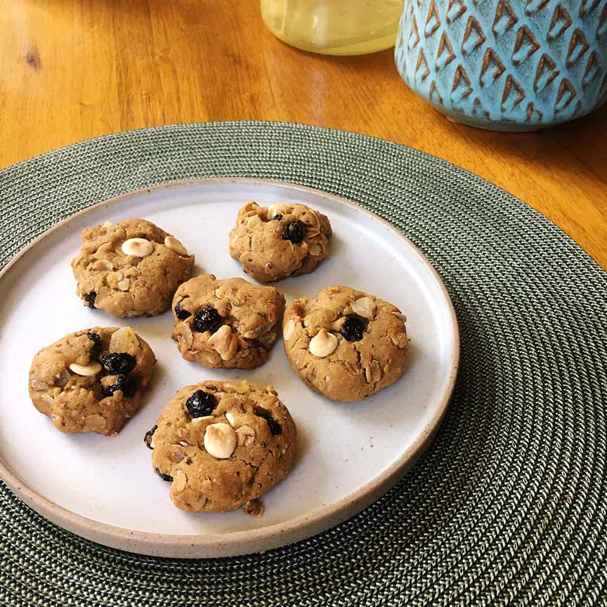 Blueberry and White Chocolate Ginger Cookies.Image via  @lweatherbee