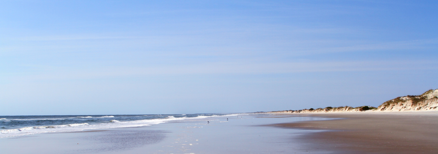 the walk back along the beach before heading inland toward the boat dock...so few people even at noon