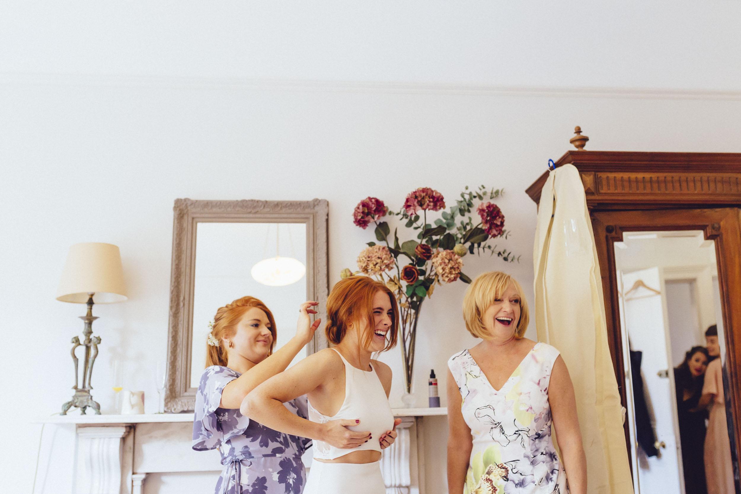 Brockworth court barn-unconventional fun wedding photography006.jpg