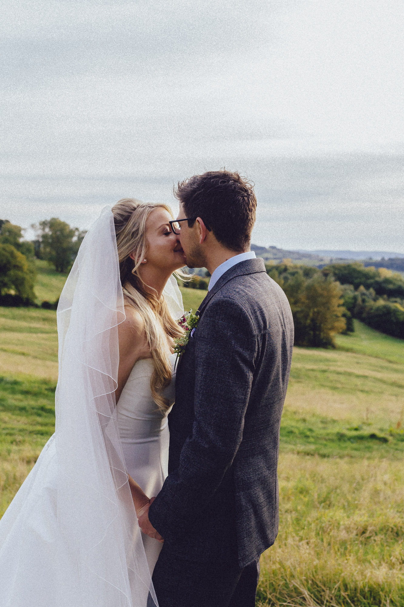 vibrant relaxed vibrant cotswold wedding-124.jpg