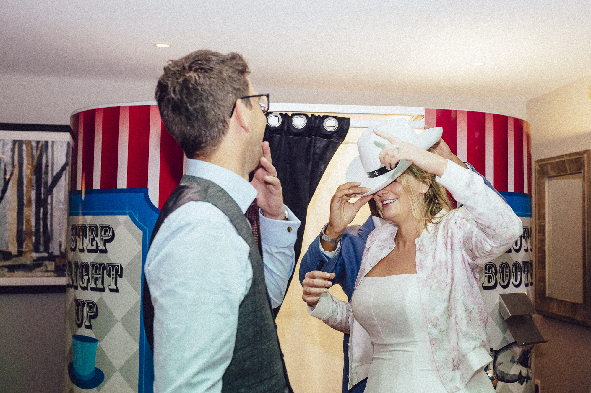 vibrant relaxed vibrant cotswold wedding-184.jpg