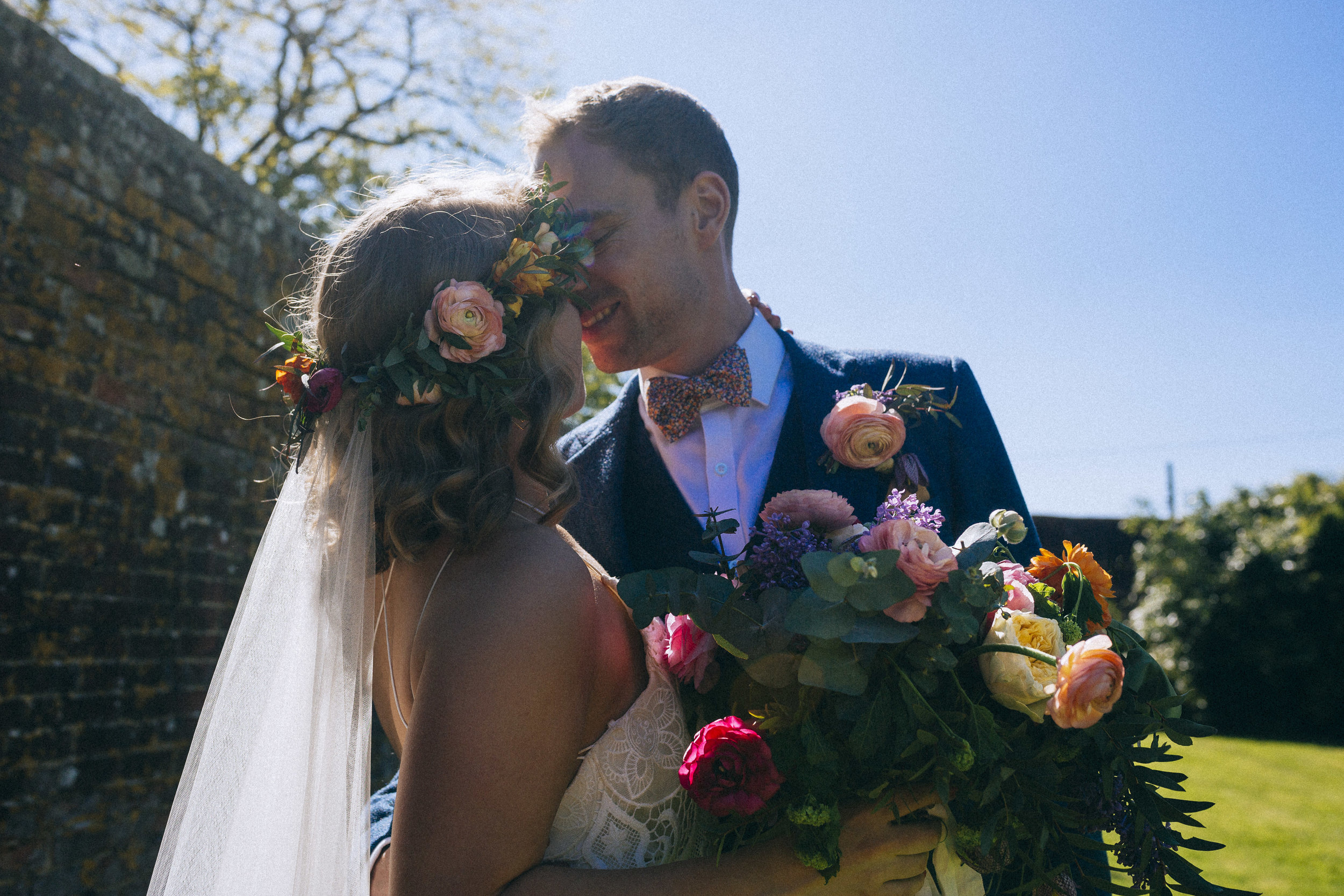 ROS & CHRIS - COLOURFUL RELAXED BARN WEDDING | BRIGHTON