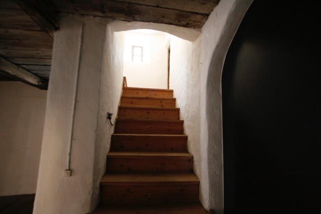 25 Treppe 1. OG.jpeg