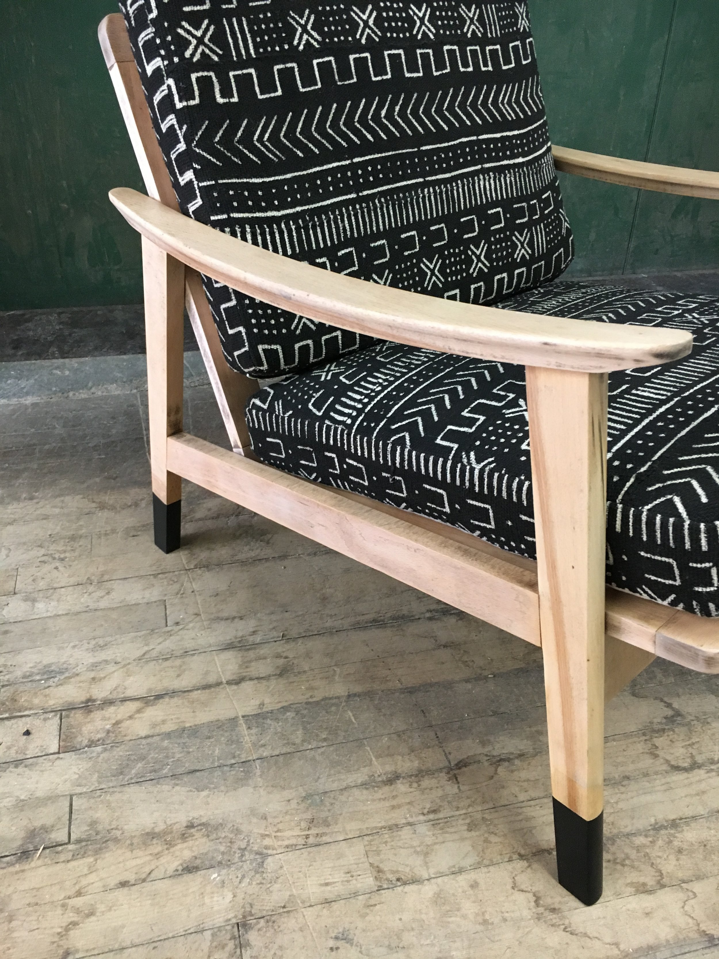 Solid wood midcentury modern lounge chair with painted black feet