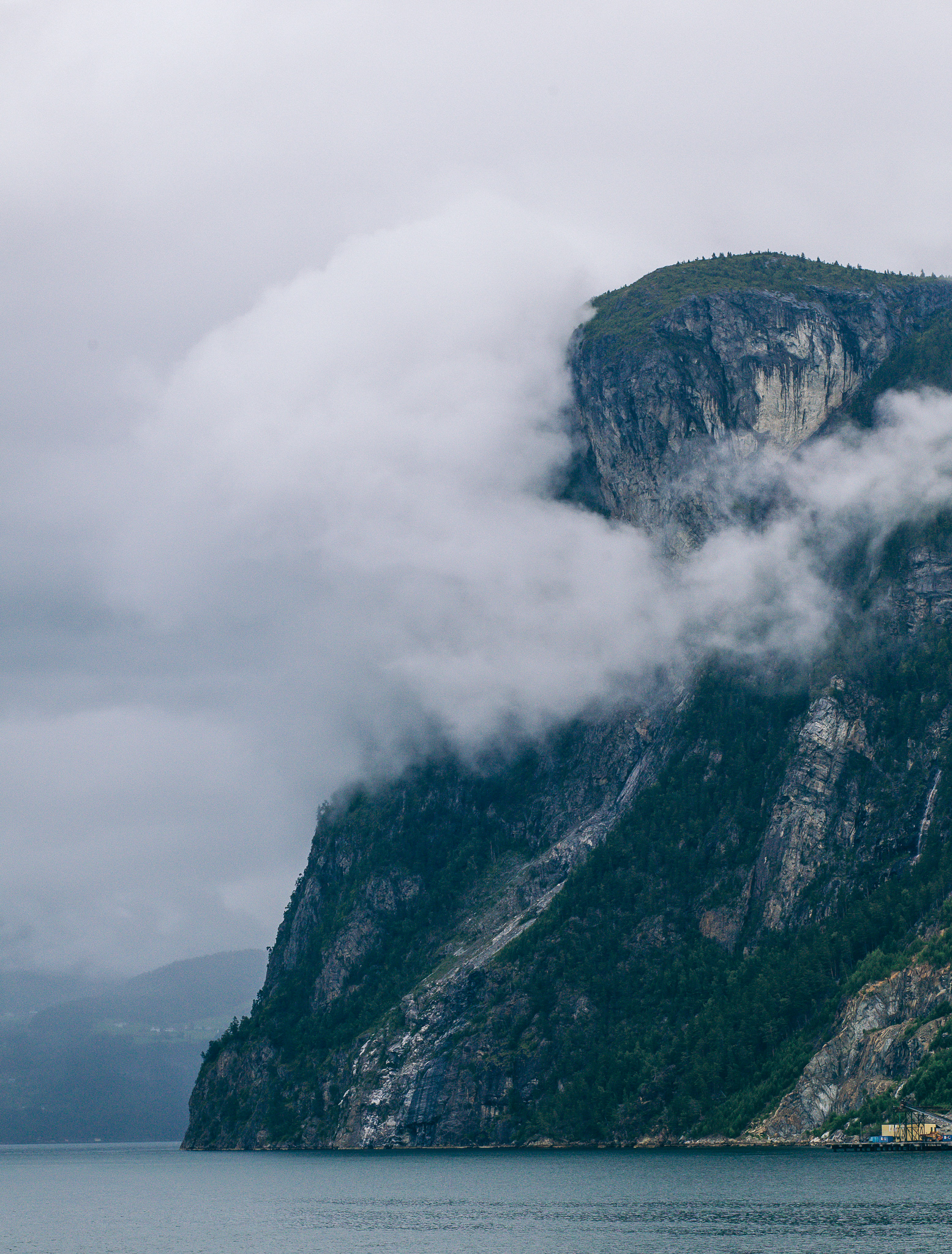 Towering cliffs - Canon 5D MKII | 85mm f/1.8 USM | ISO 800 | 1/2000 sec | f/8.0