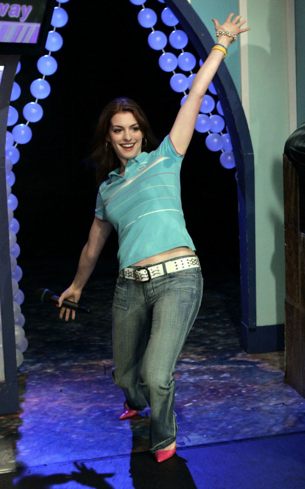 Anne Hathaway in the most iconic early 2000s highschool outfit.