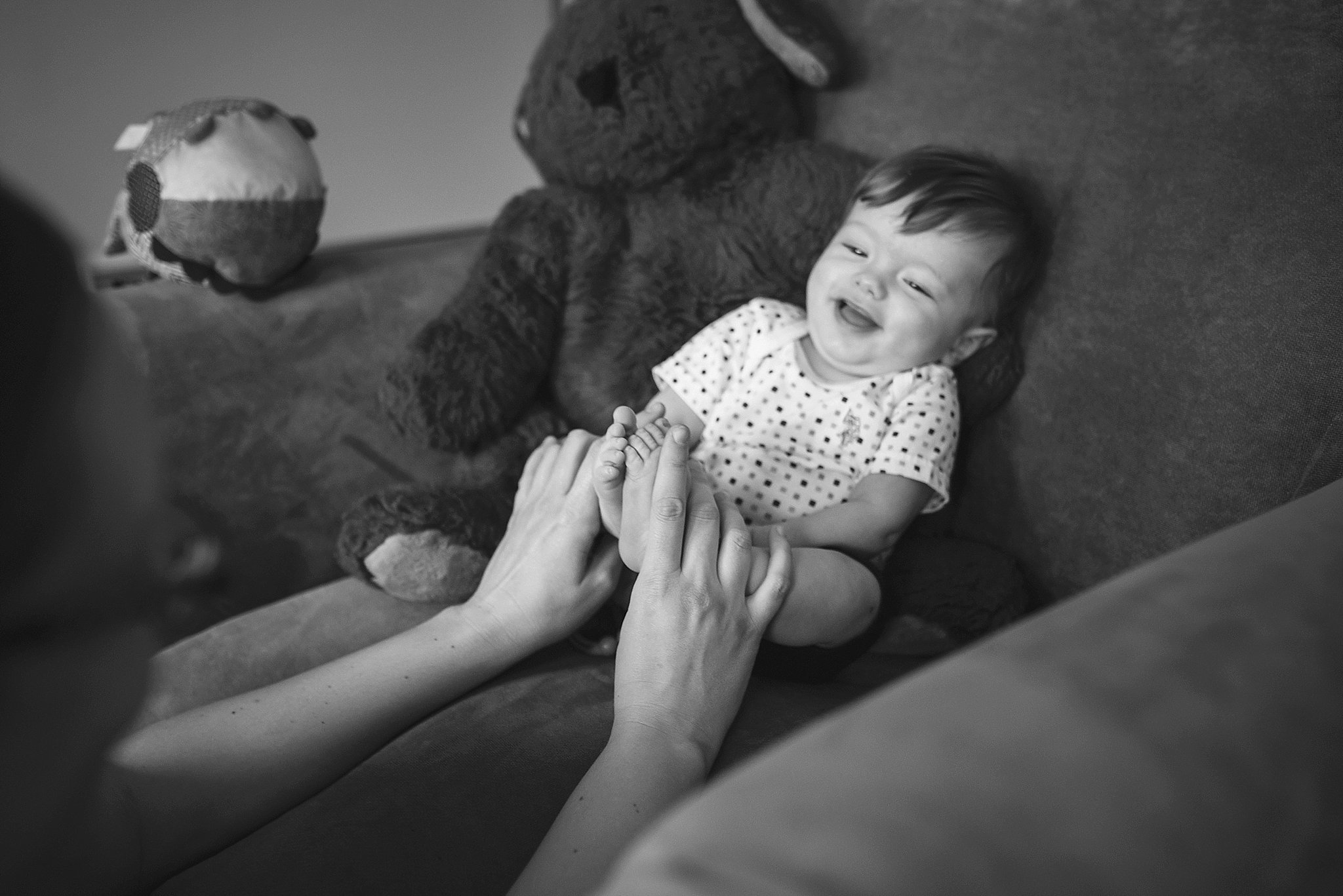 Pittsburgh newborn family portraits lifestyle