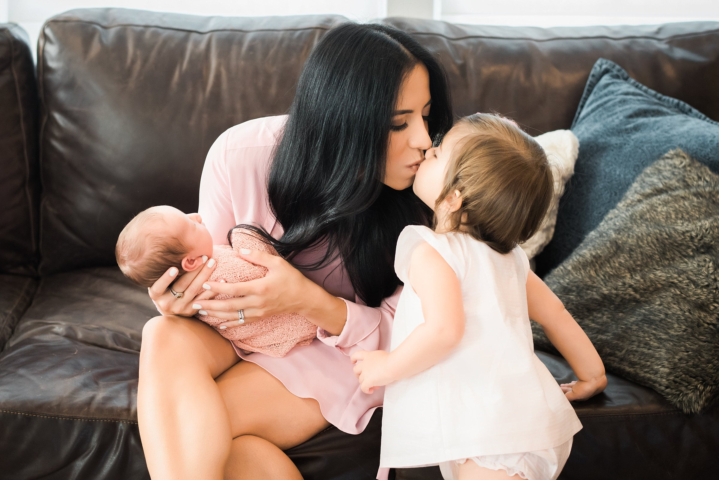 Newborn-Photographer-Lifestyle-Photography-Pittsburgh-Rachel-Rossetti-In-Home-Motherhood