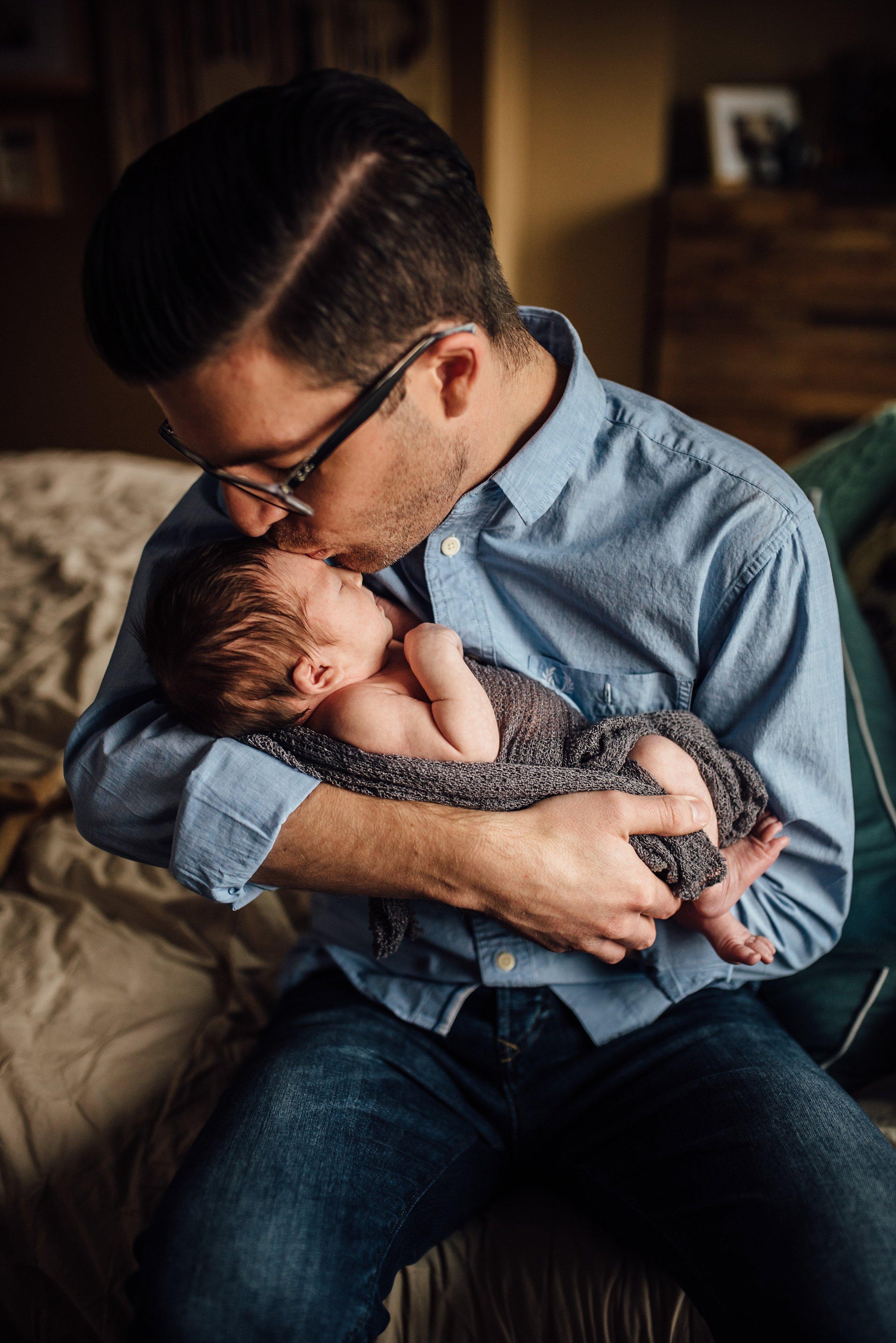 Newborn-Photographer-Lifestyle-Photography-Pittsburgh-Rachel-Rossetti-Fatherhood