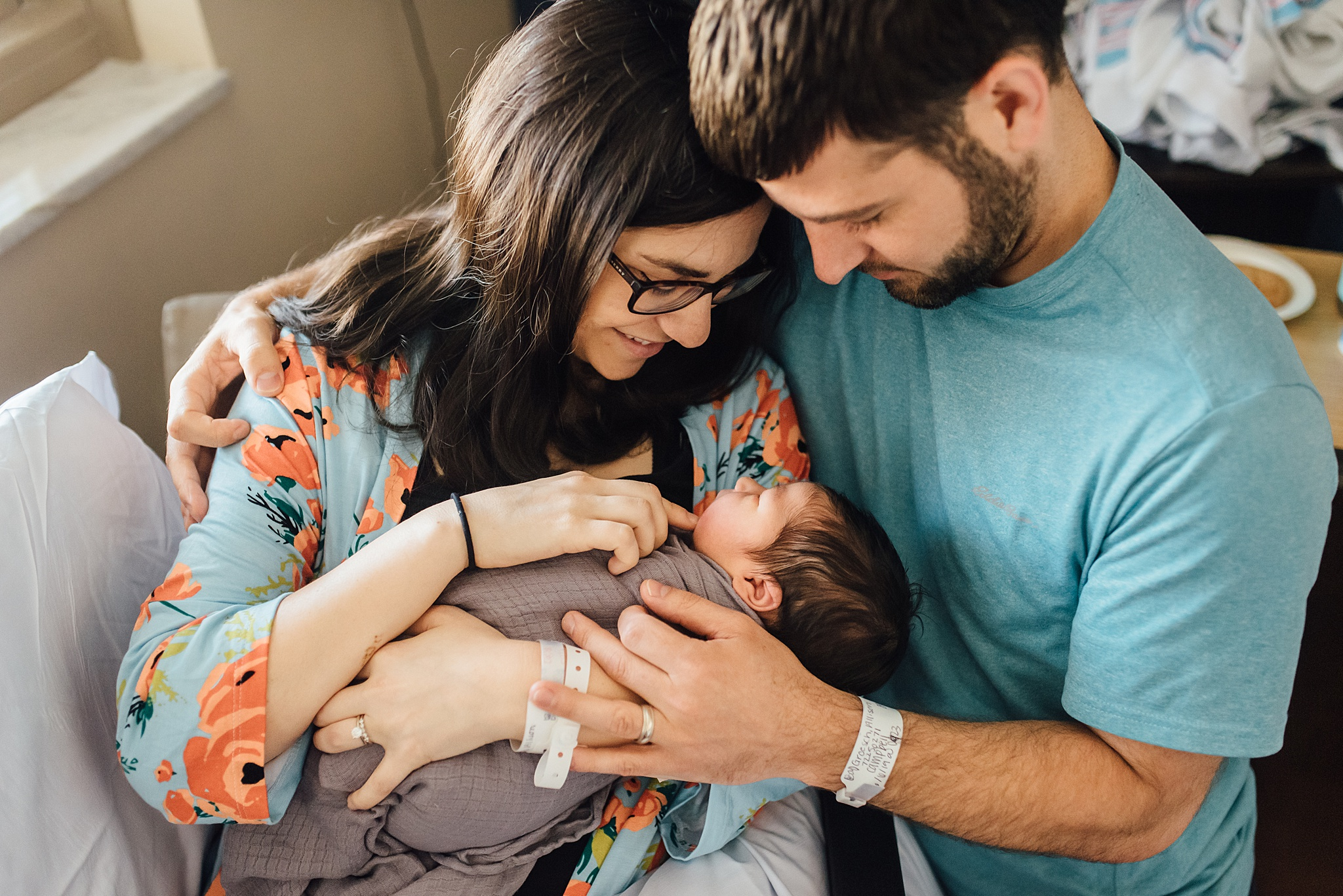 Natural-In-Home-Lifestyle-Newborn-Family-Photographer-Pittsburgh-Rachel-Rossetti-Photography_0034.jpg