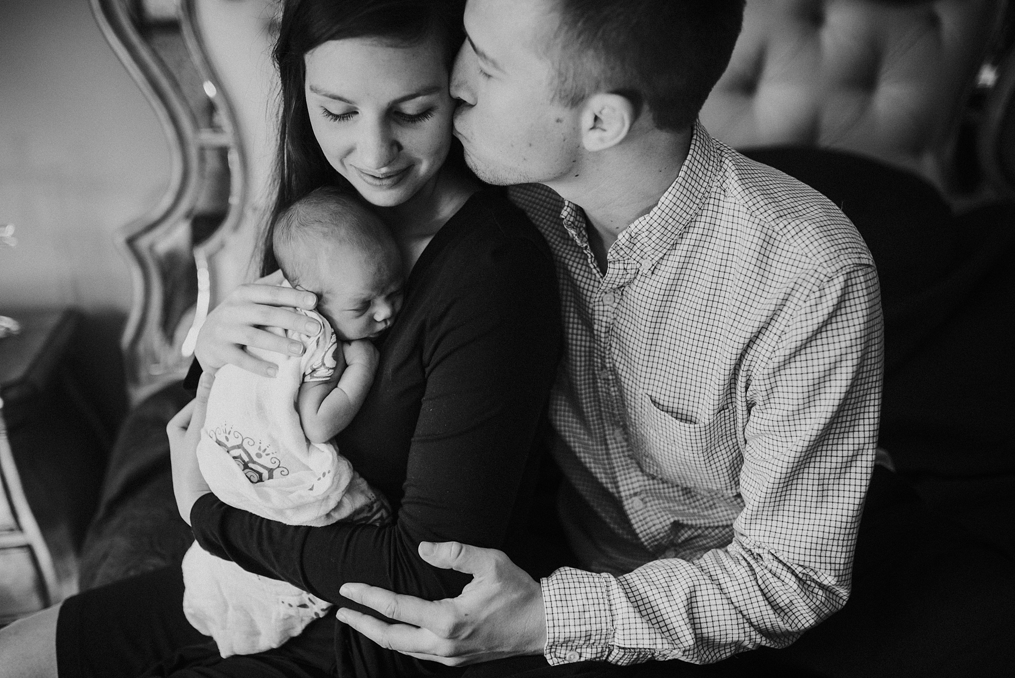 Natural-In-Home-Lifestyle-Newborn-Family-Photographer-Pittsburgh-Rachel-Rossetti-Photography_0042.jpg