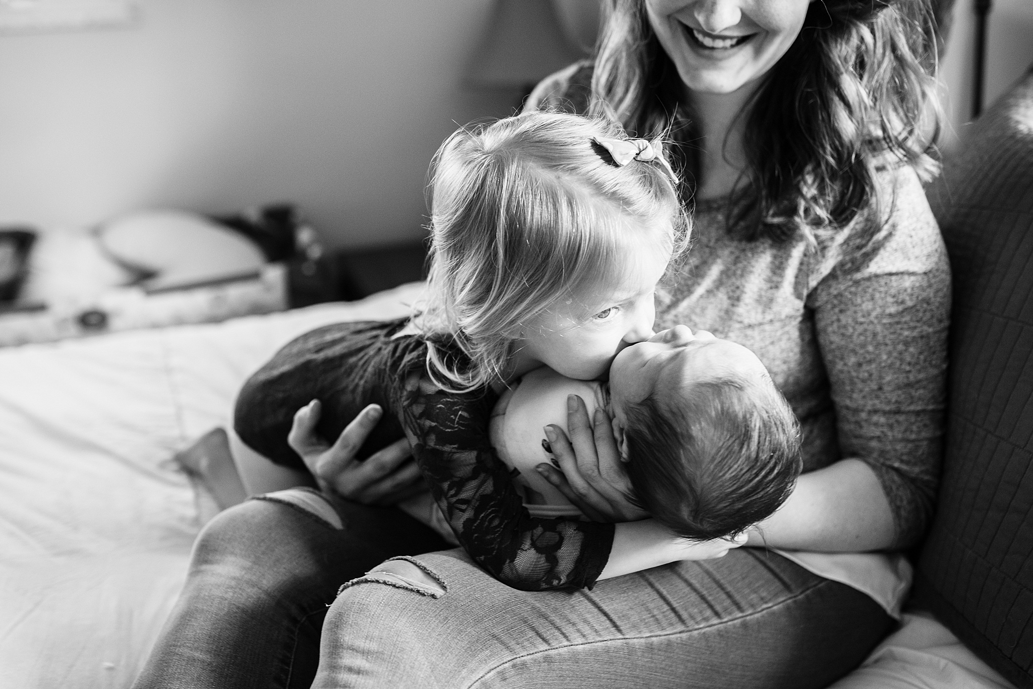 Natural-In-Home-Lifestyle-Newborn-Family-Photographer-Pittsburgh-Rachel-Rossetti-Photography_0047.jpg
