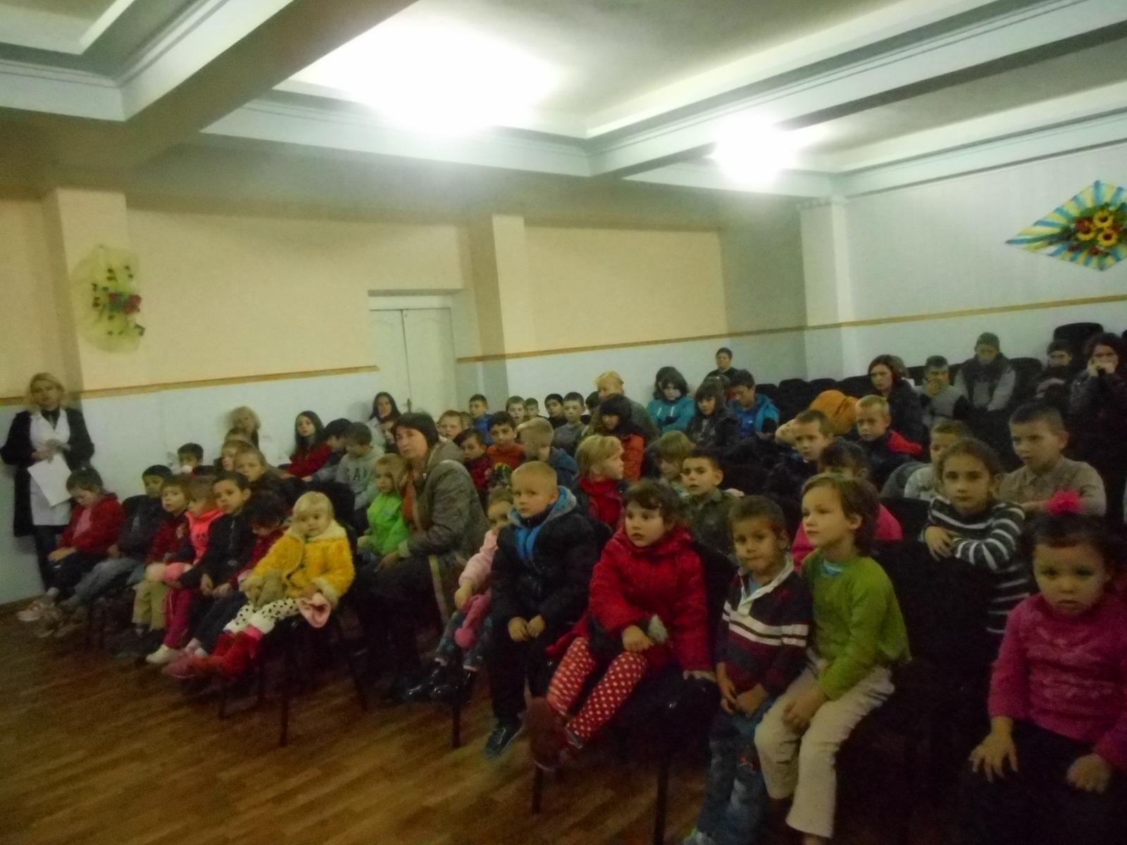 Aproape 200 de copii din internat.JPG