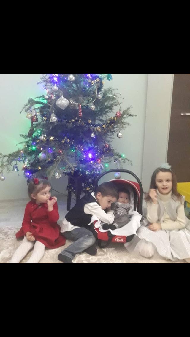 Copilasii Alionei si nepotii fr.Alex.jpg