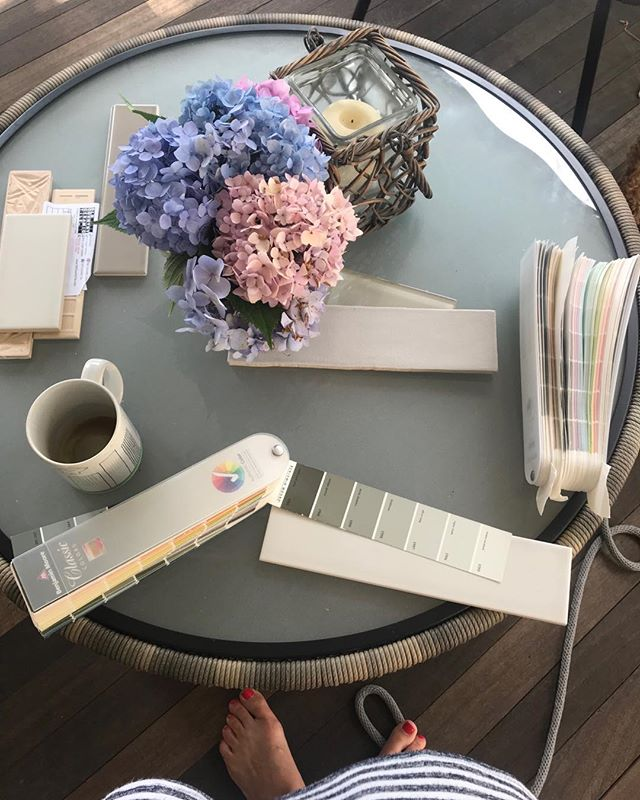 There's nothing like an al fresco design meeting. Although this summer has proven to be the busiest on so many levels, the simple moments remind me that there is always so much to be thankful for. . . . . . . . #interiordesigner #slowdown #thankful #ilovemyjob #makingbeauty #takestime #outdoors #patiencemakesperfect #longislandinteriordesigner #christinabyersdesign #interiordesign