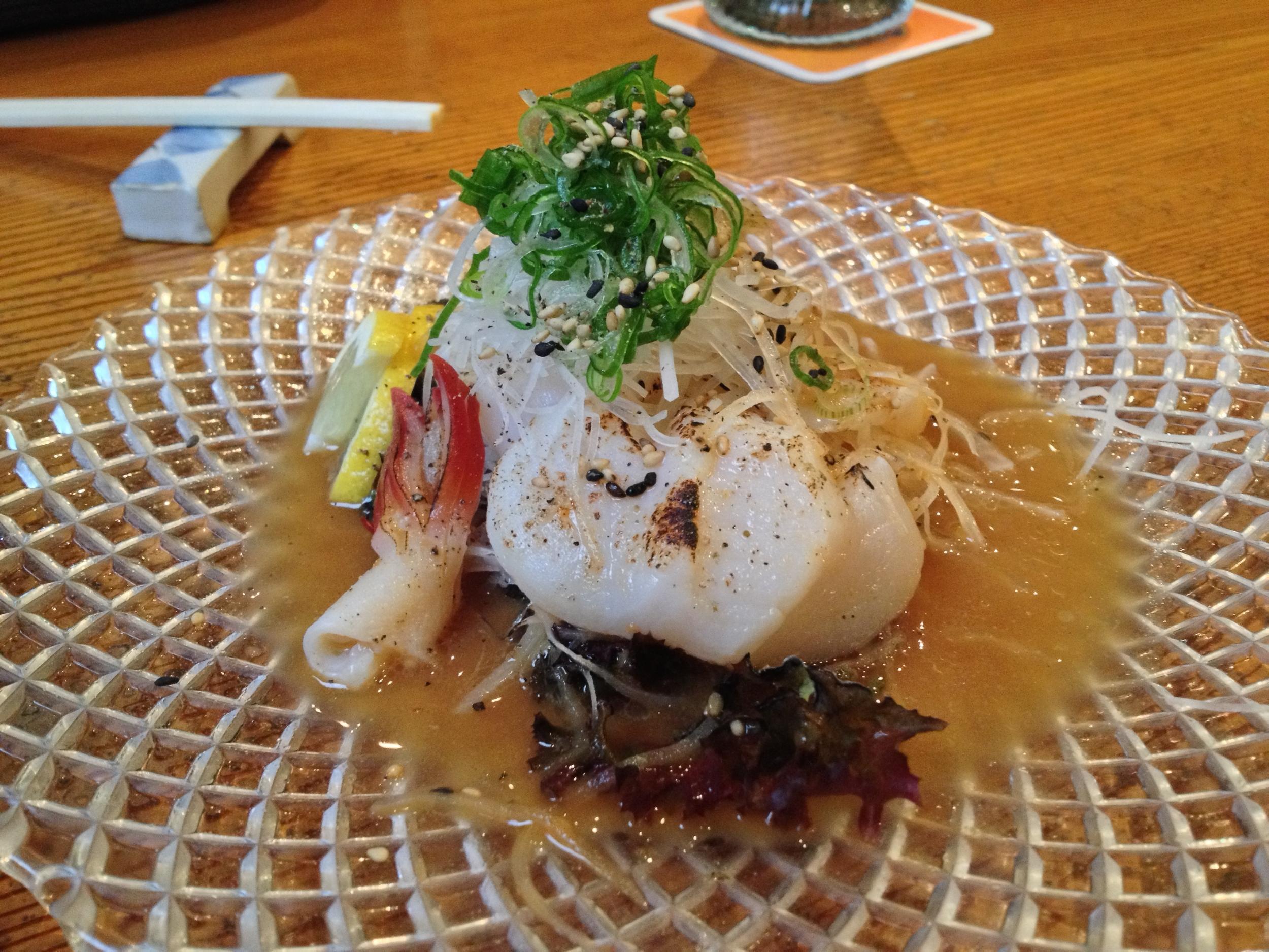 Aburi-Hotate (scallops in a butter-ponzu sauce)