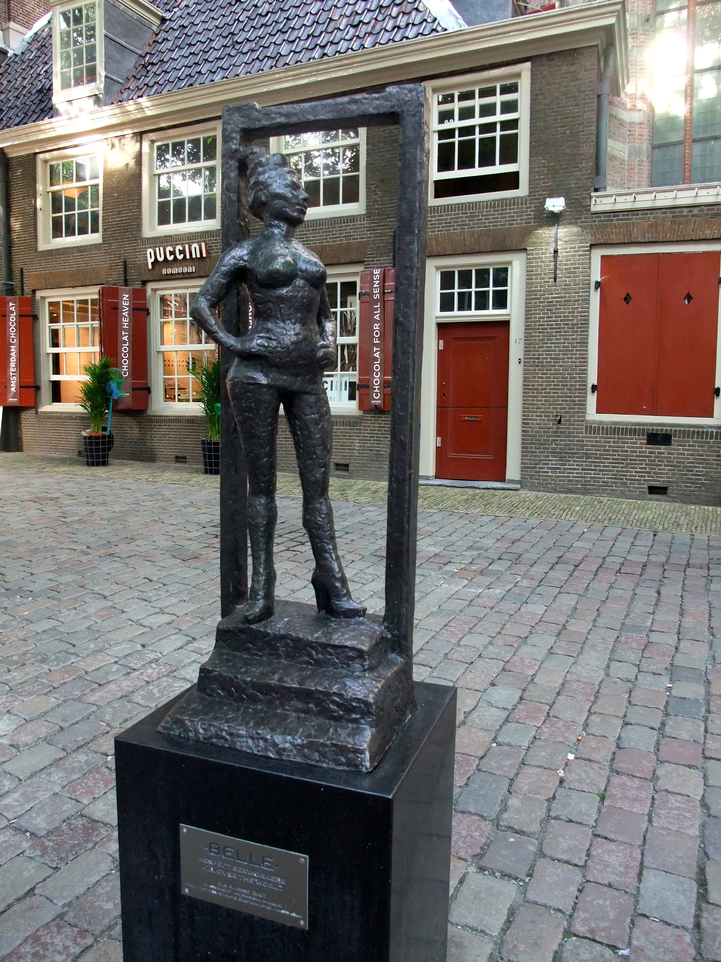 """""""Belle"""" statue to sexworkers"""