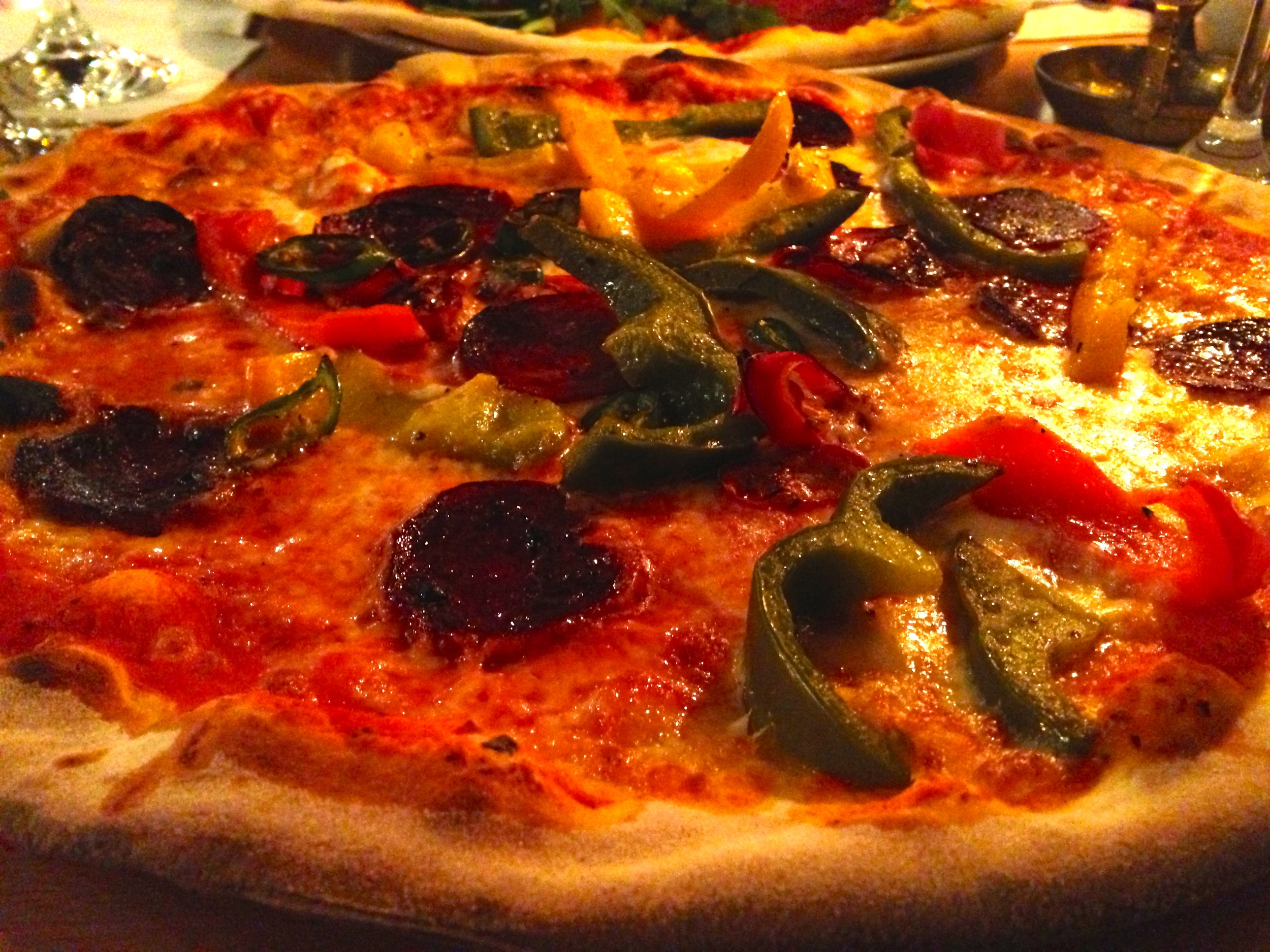 Pizza Judas (salami, peppers, and chillies) at 12 Apostel