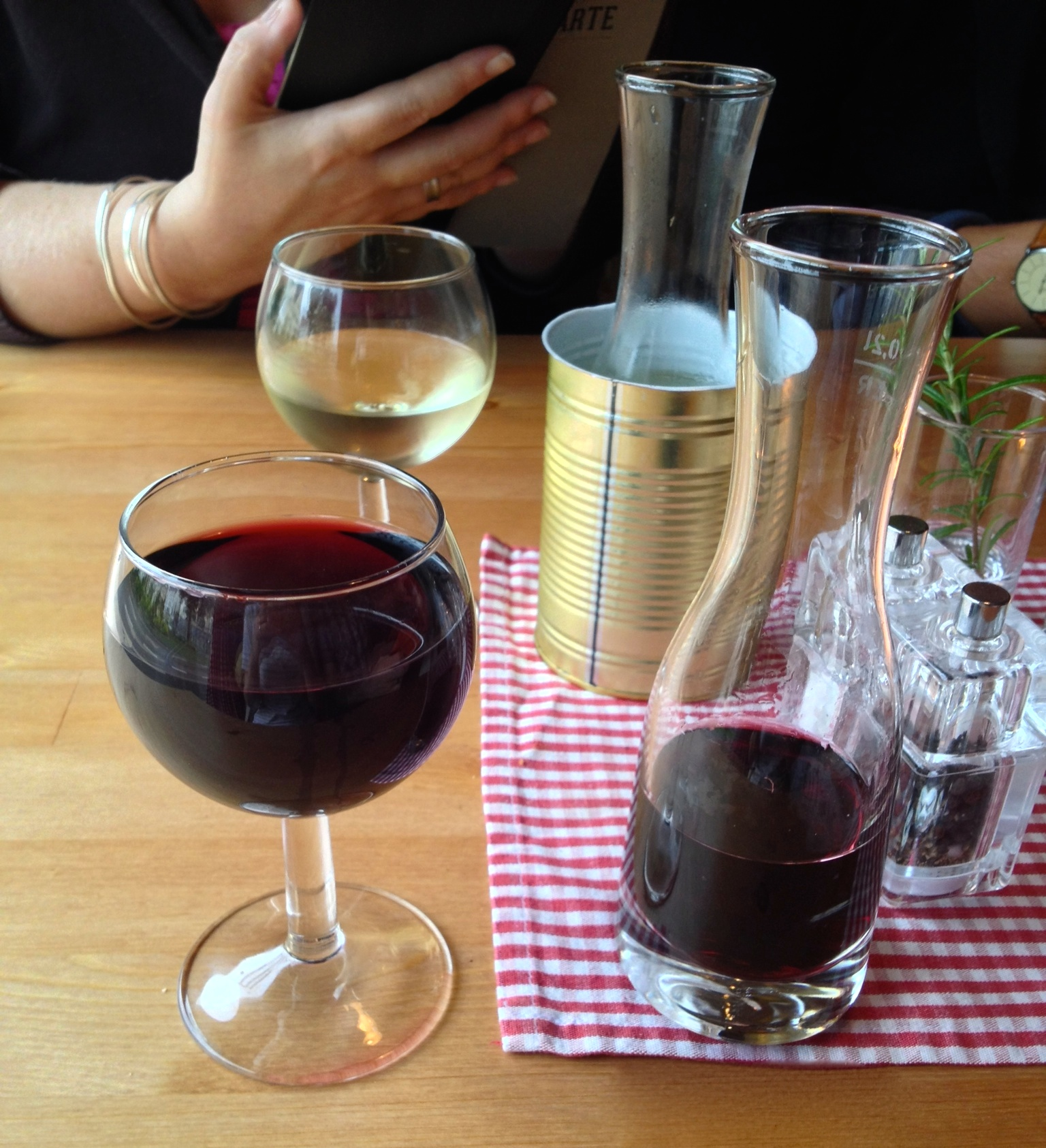 2012 Luna Lunera tempranillo (and a very cool serving style)