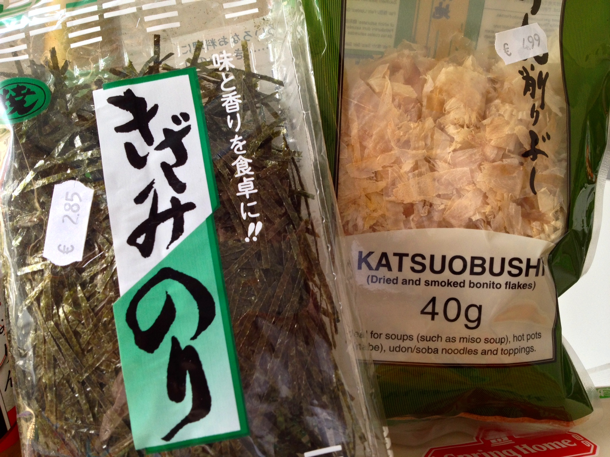 Nori (dried seaweed) strips and dried fish flakes