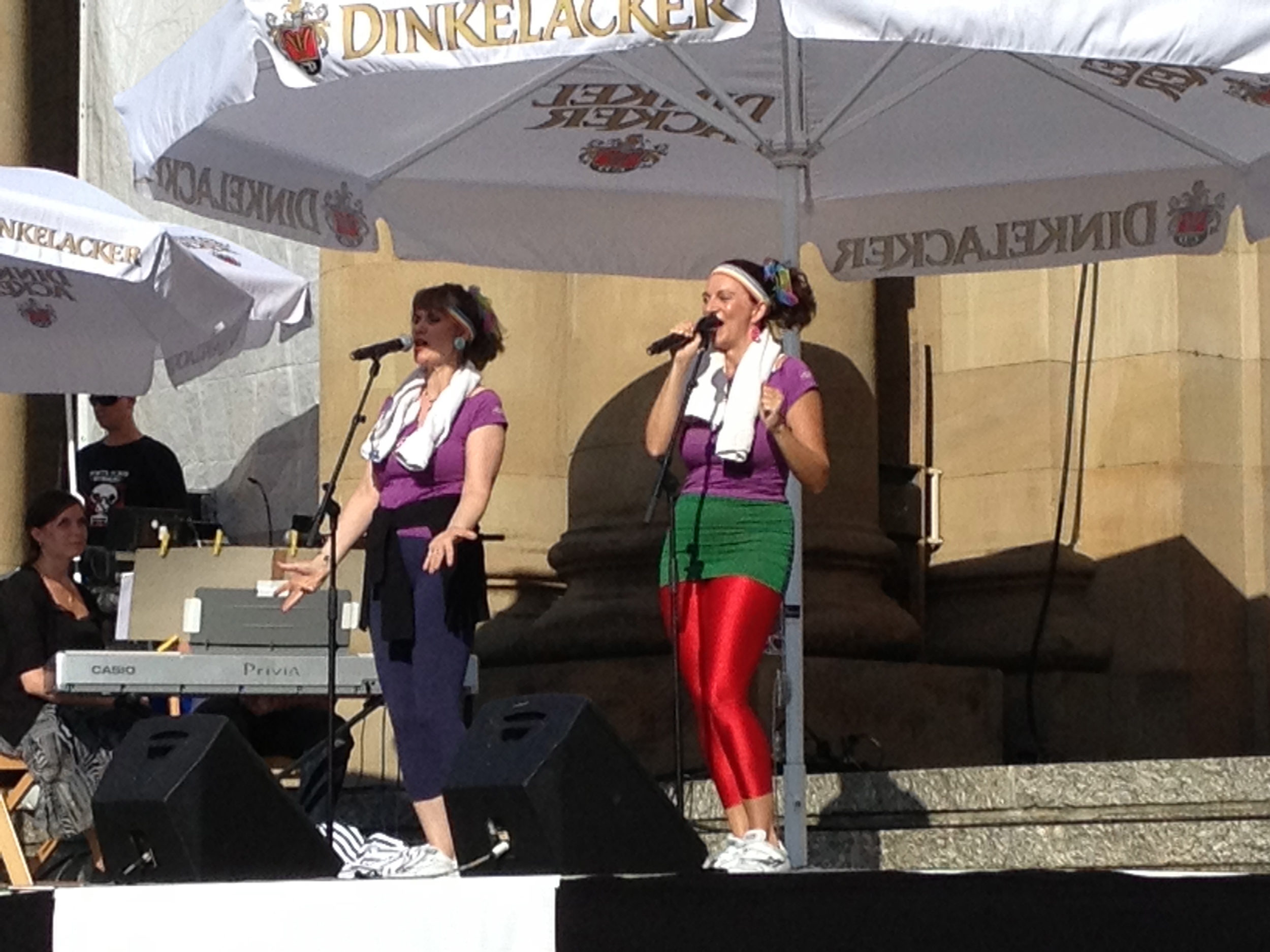 Awesome opera singers in '80s-style at last year's  Sommerfest