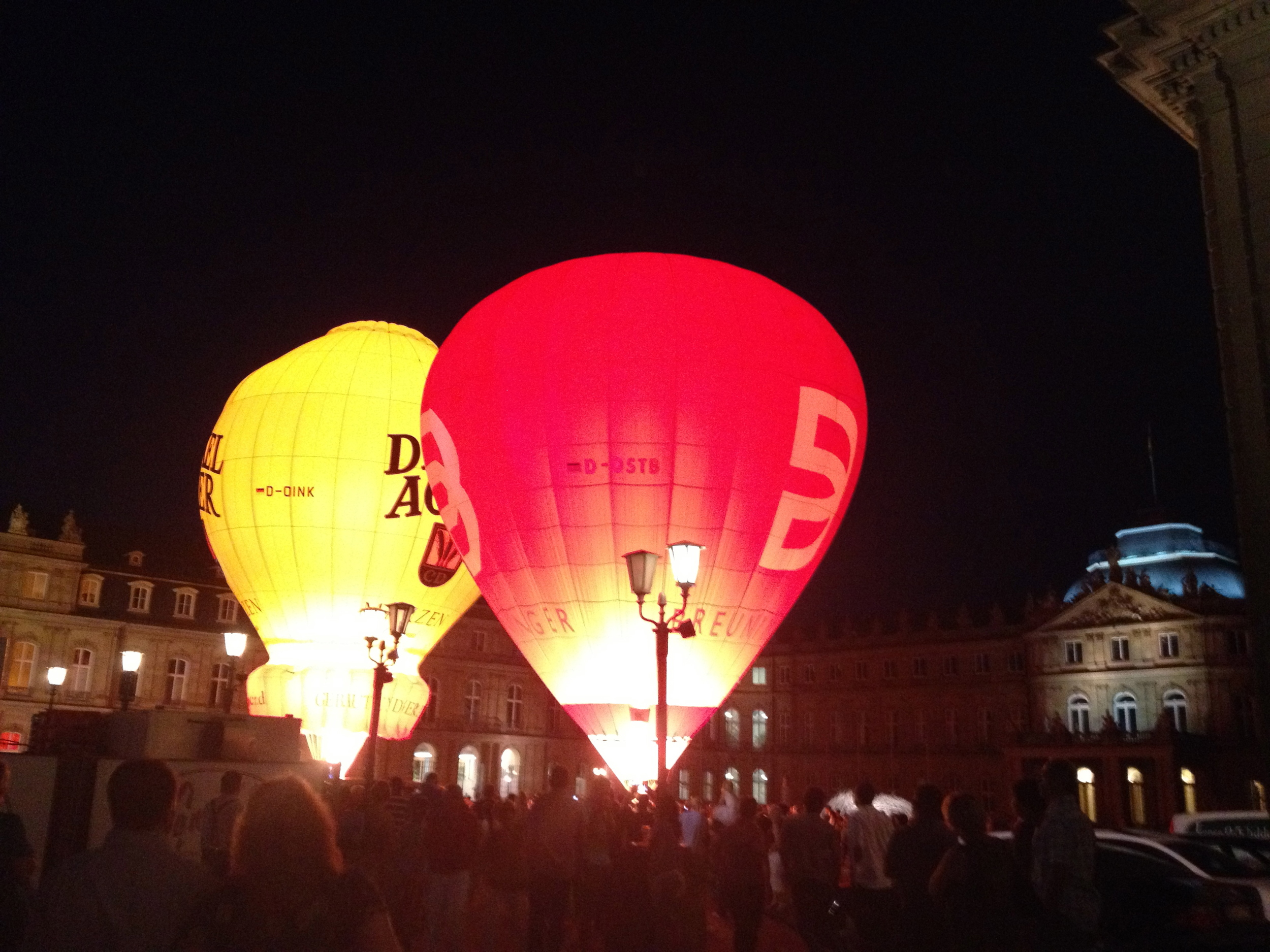 Balloons taking off in front of the  Neues Schloss  at last year's  Sommerfest
