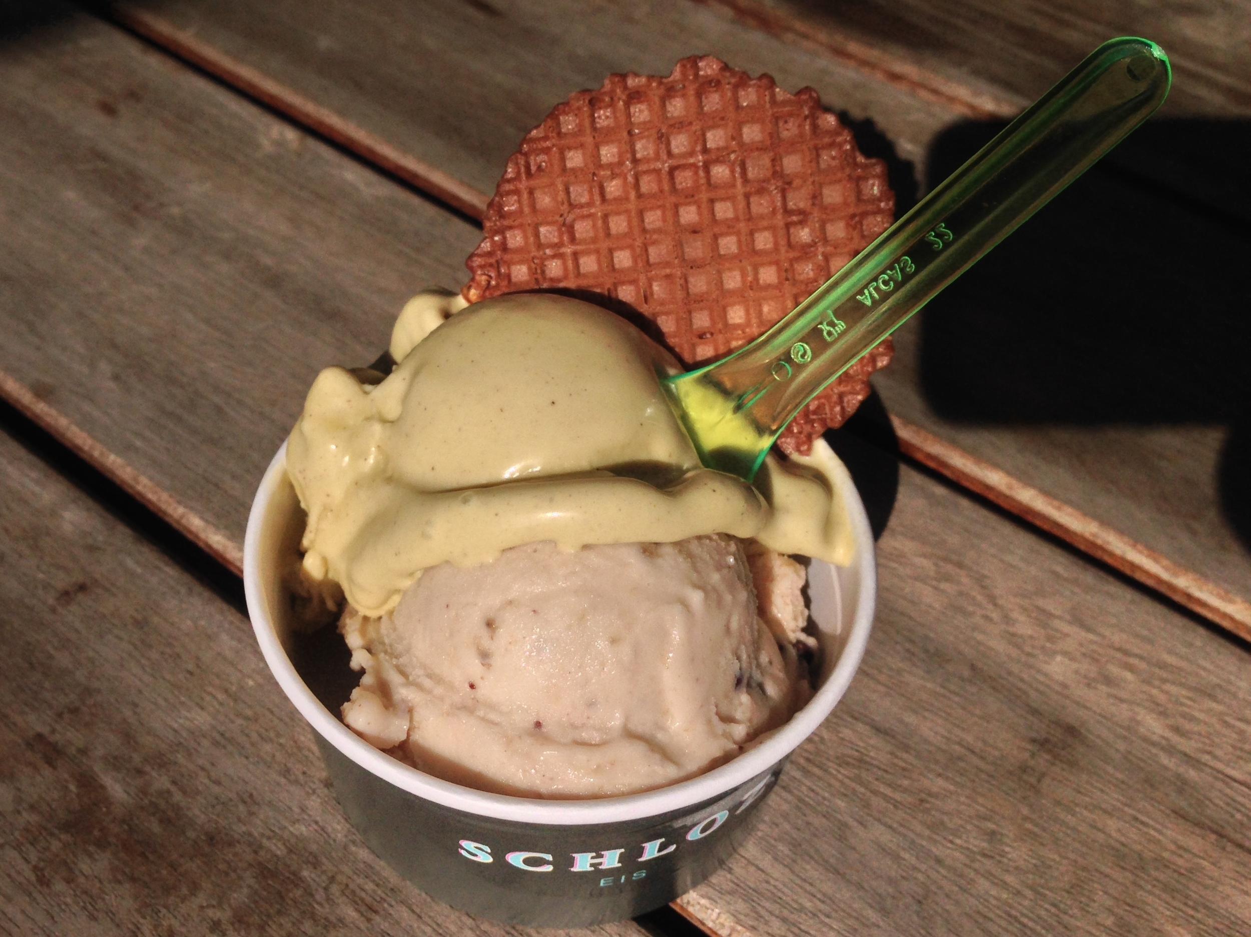 Matt's  Becher (cup) with pistachio and banana split ice creams
