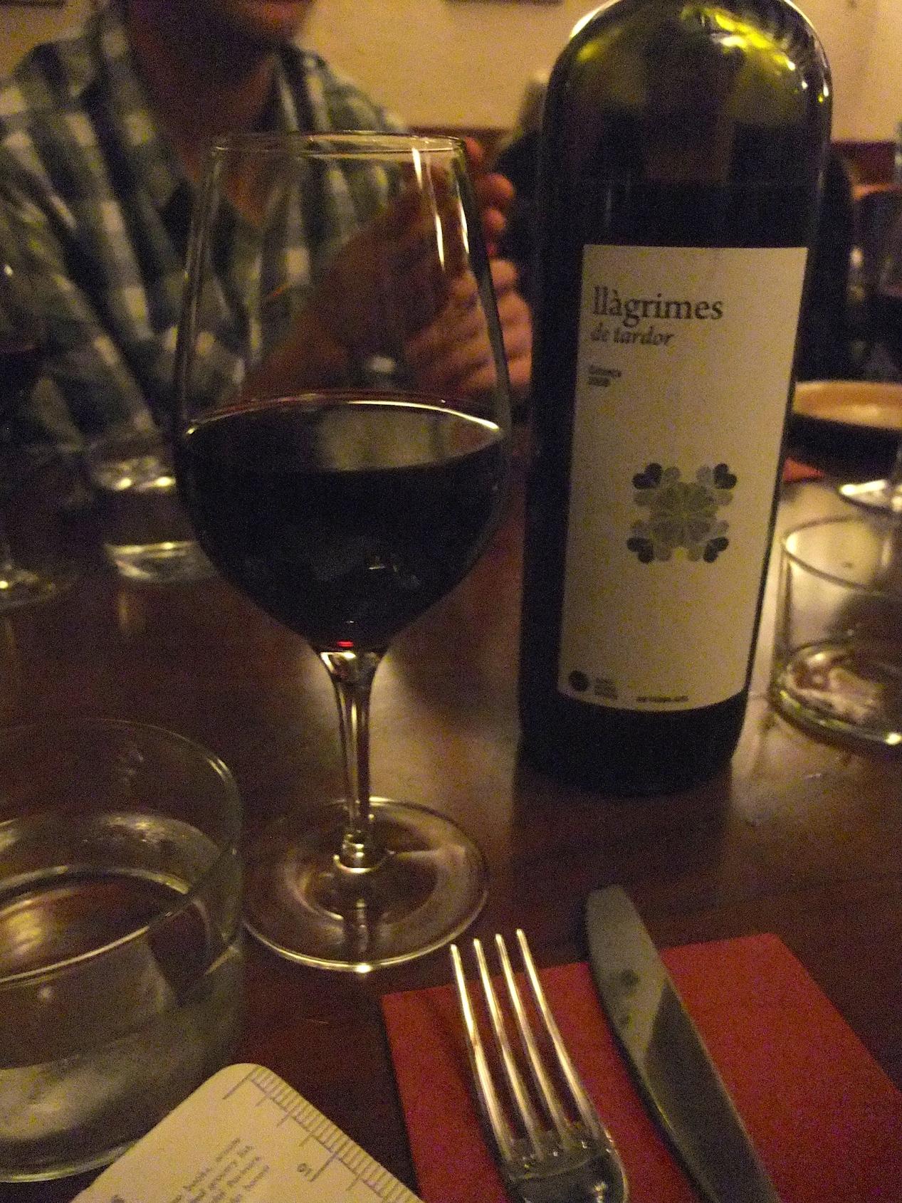 """""""Black"""" wine at  La Vinateria del Call"""