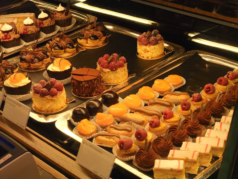 Miniature desserts in  Confiserie Sprüngli