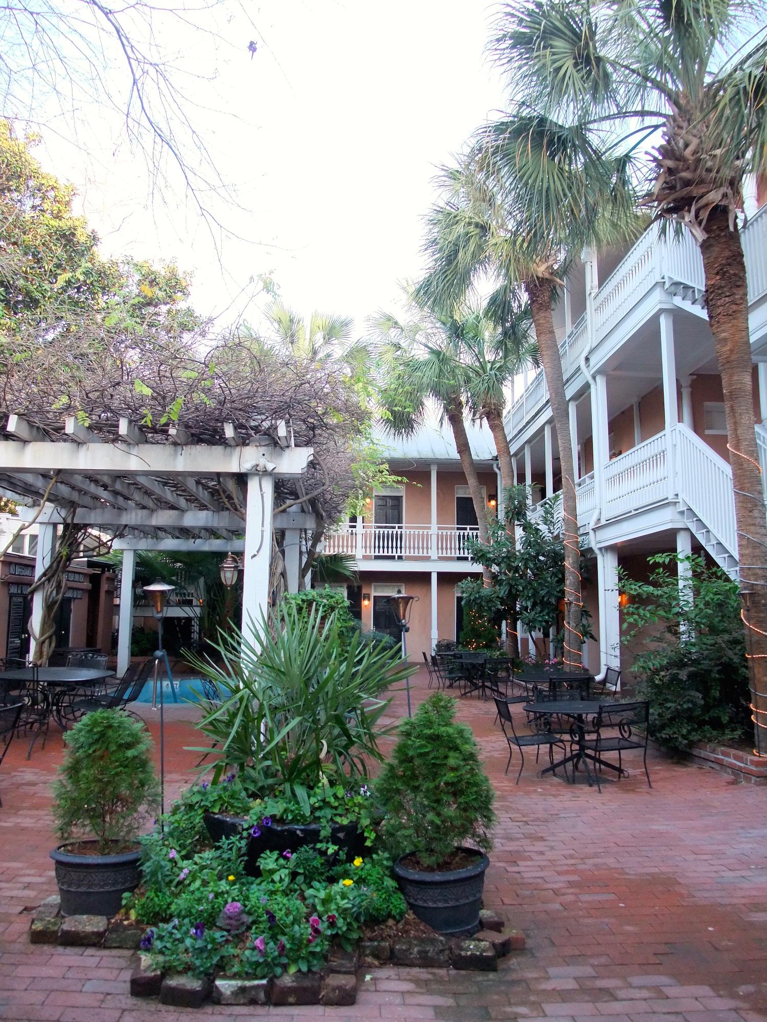 The courtyard inside the Elliot House