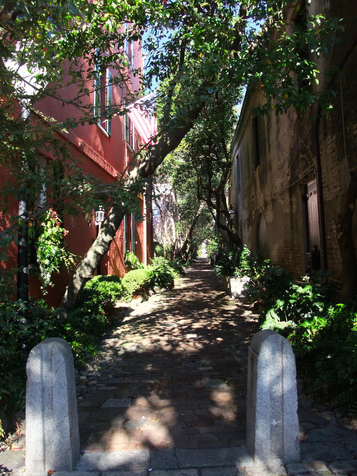 "Philadelphia Alley (nicknamed ""Dueling Alley"") in Charleston"