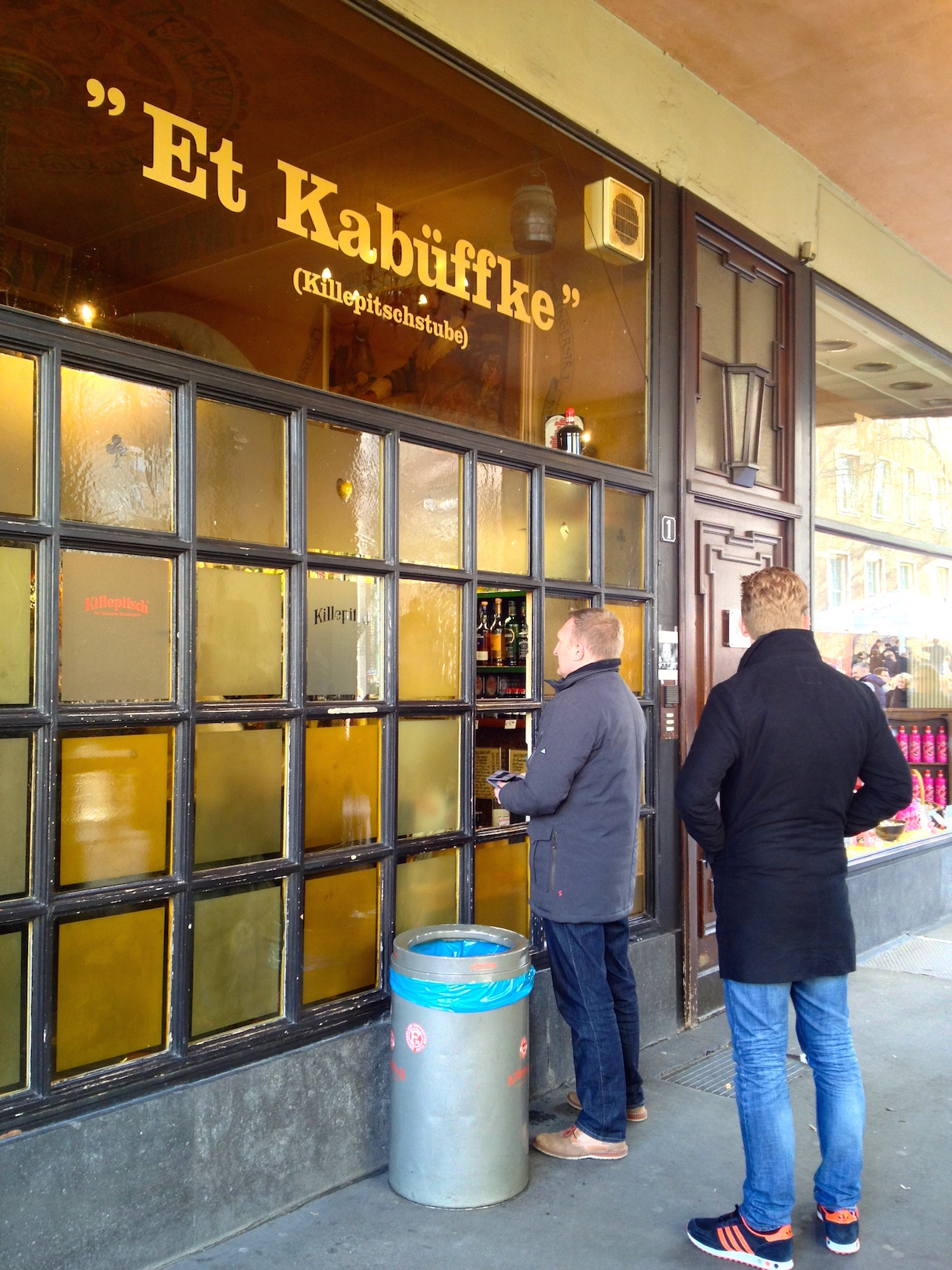 Customers waiting at a Killepitschstube in the Altstadt