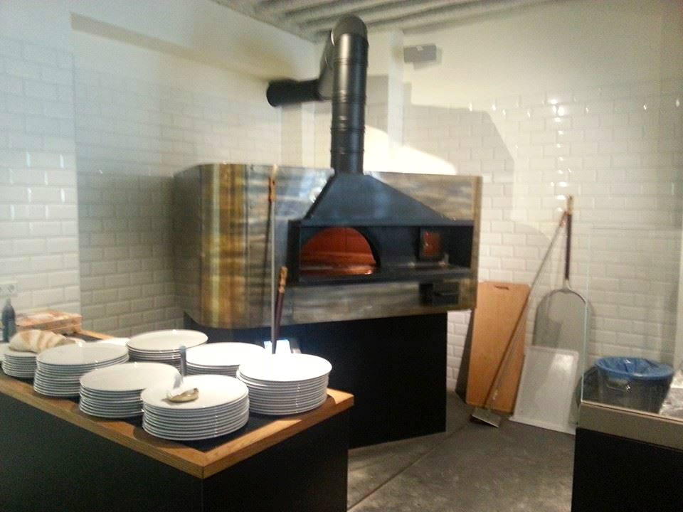The giant rotating pizza oven at L.A. Signorina (photo from their Facebook page)