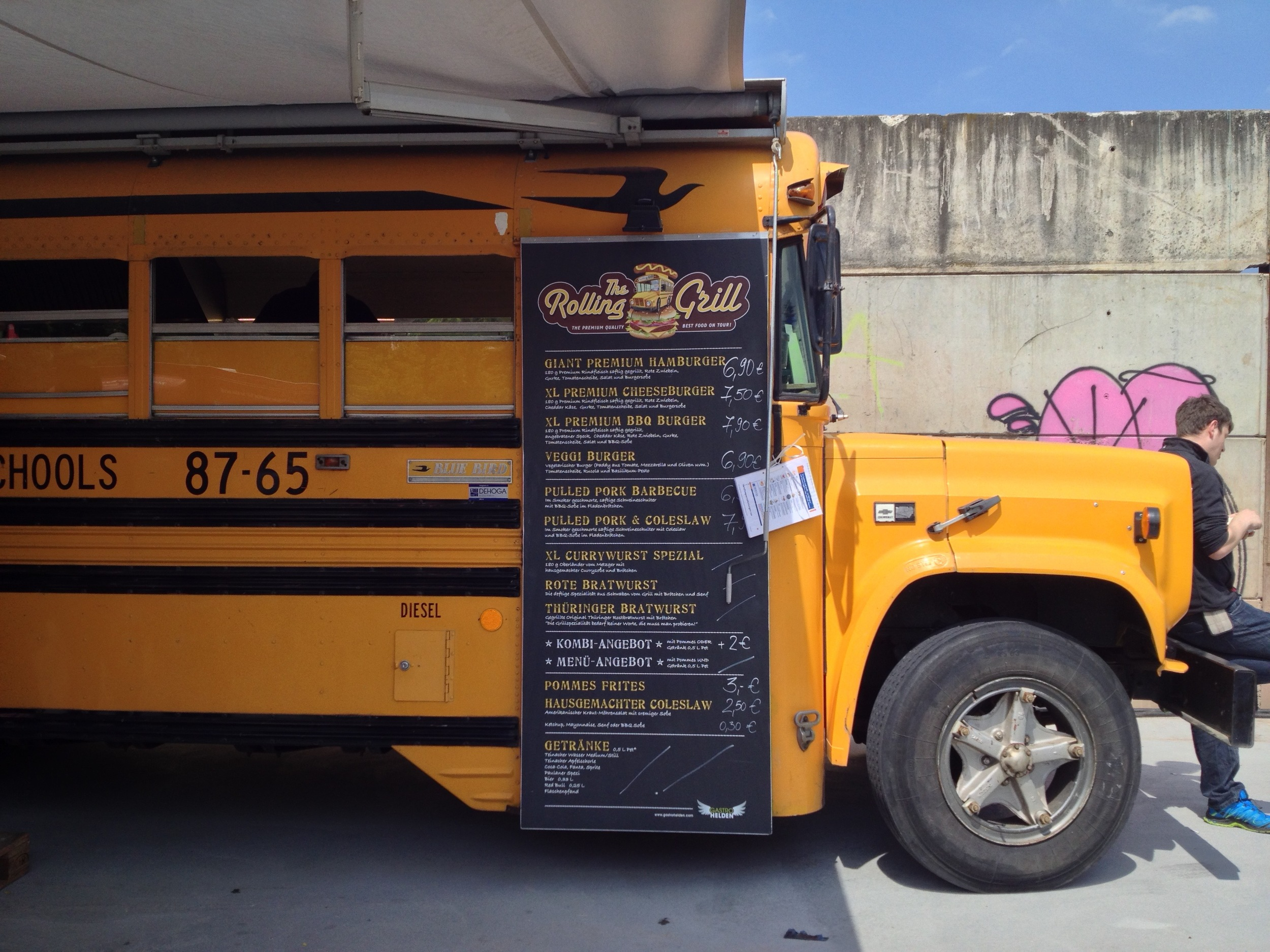 The very cool yellow school bus from Gastro Helden
