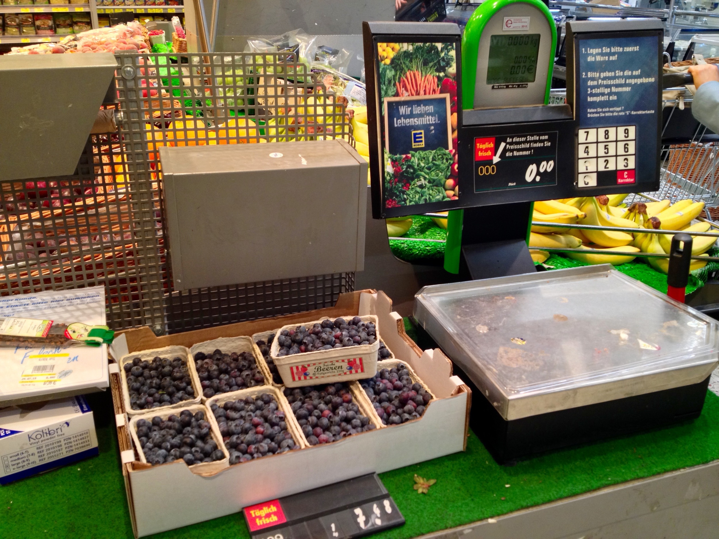 The scale to weigh your produce and print your price tag